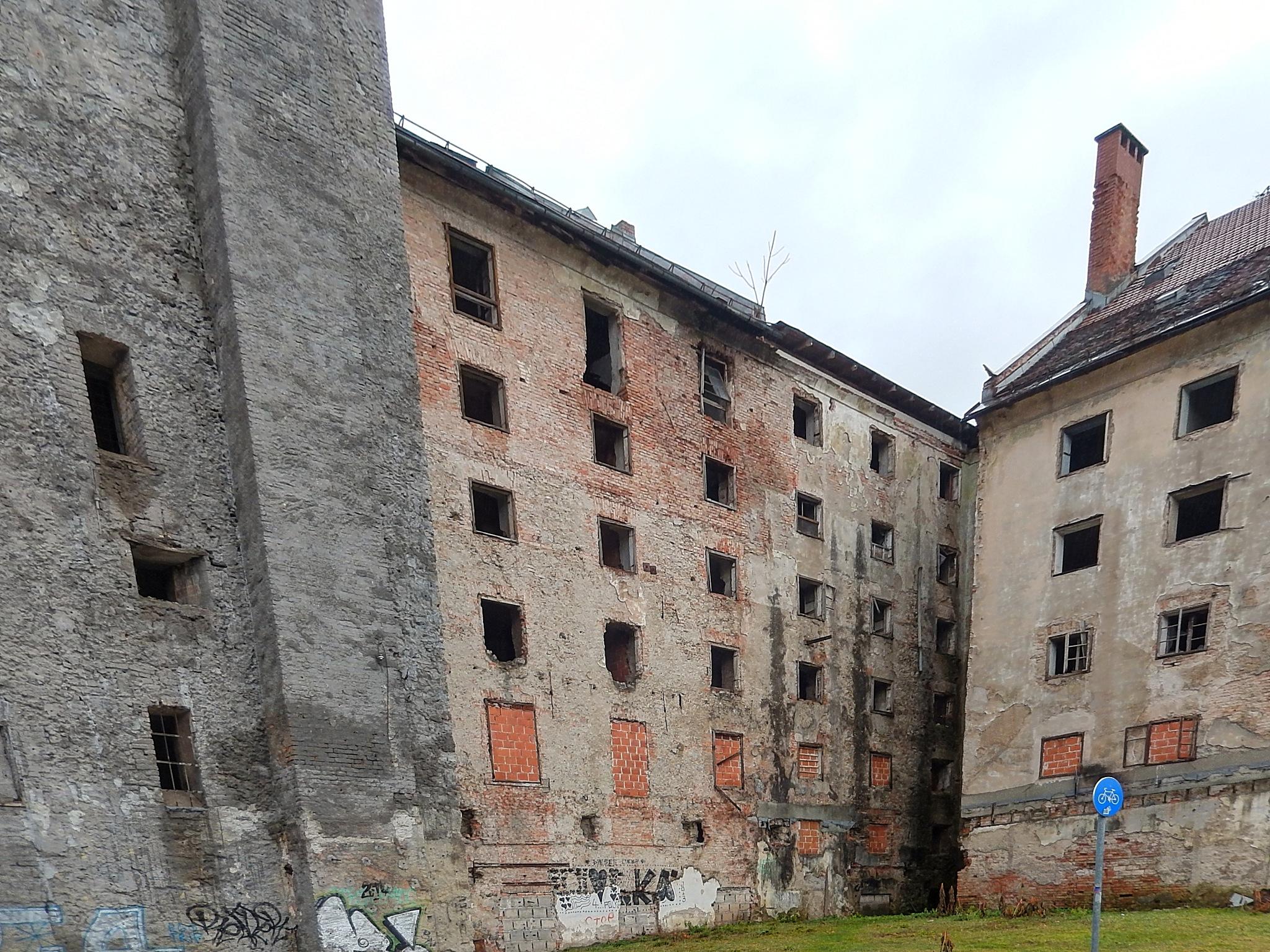old building  by zvnktomasevic