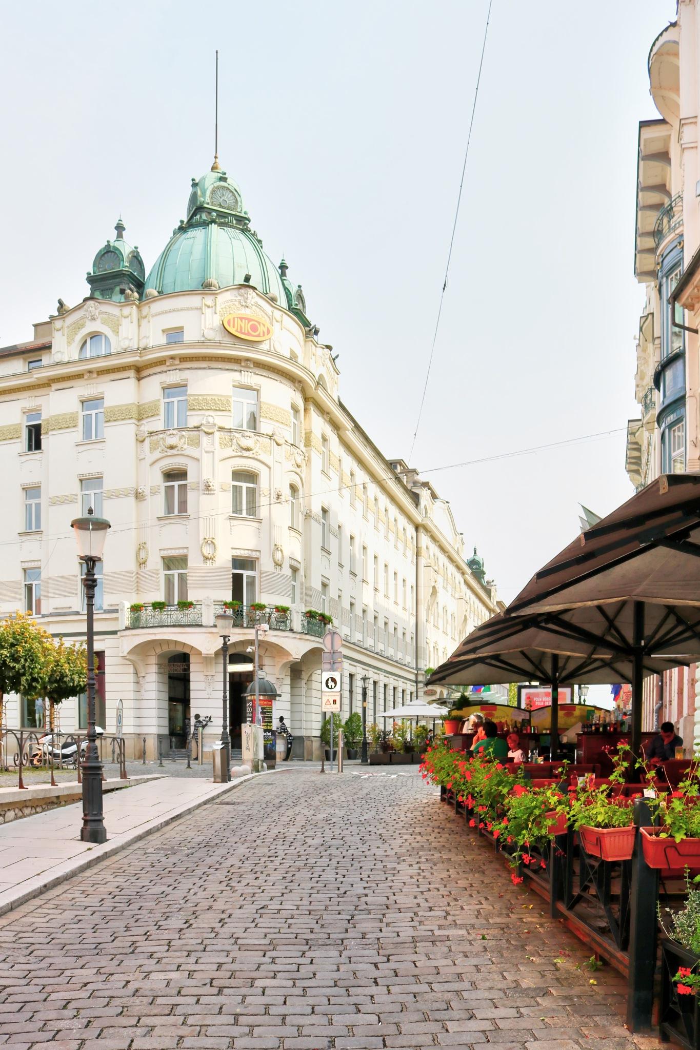 Hotel Union by zvnktomasevic