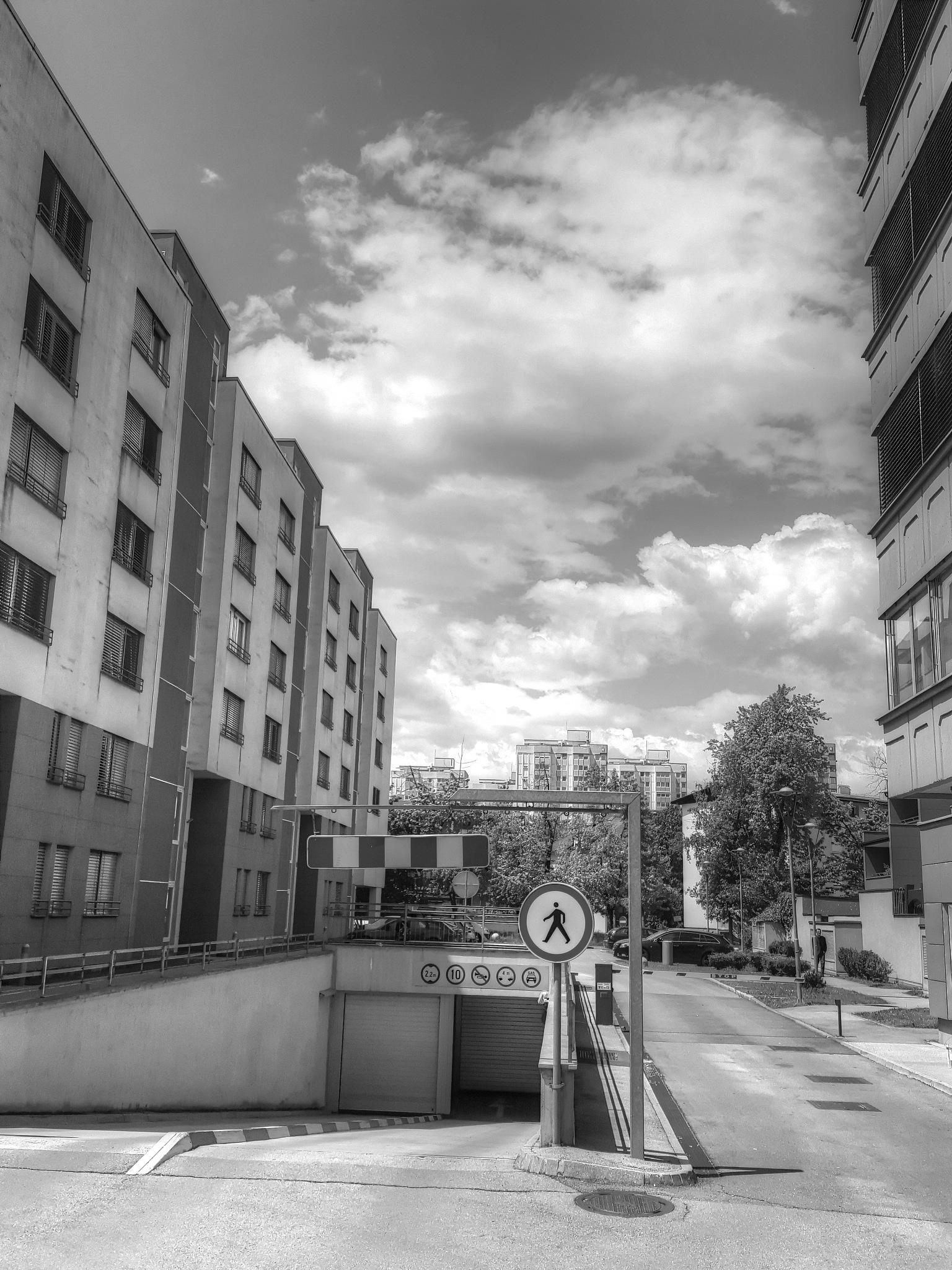 contrast by zvnktomasevic