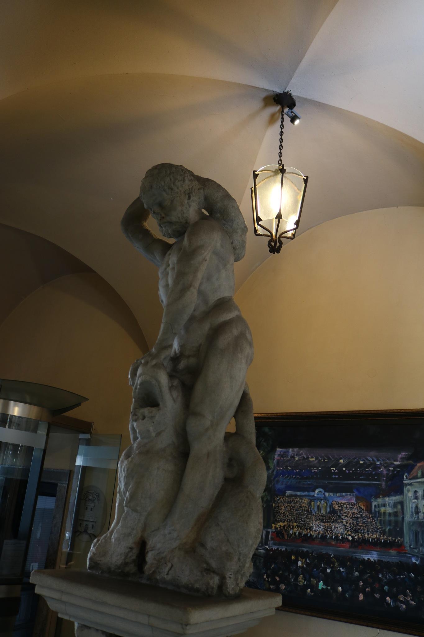 Mestna hiša (Rotovž) - Herkulov kip, Ljubljana, Slovenia by zvnktomasevic