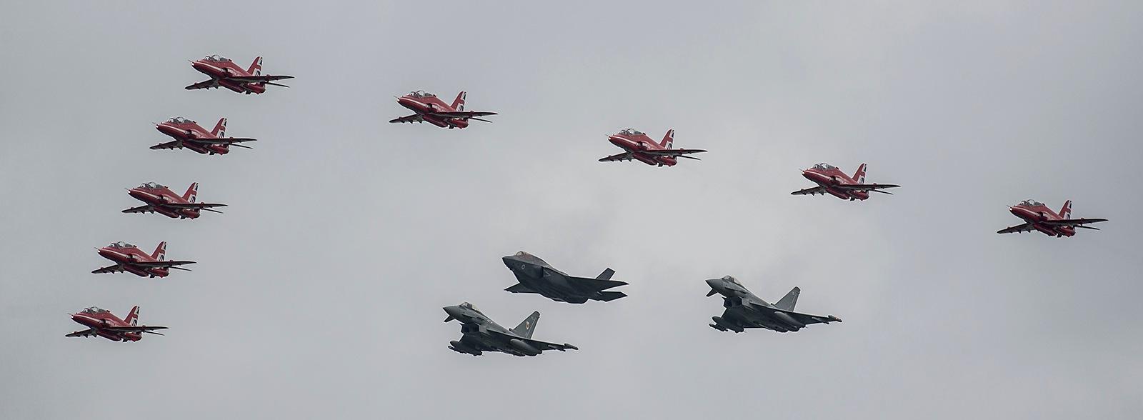 Red Arrows, Typhons, Lightning II by miloslaw.spiewak