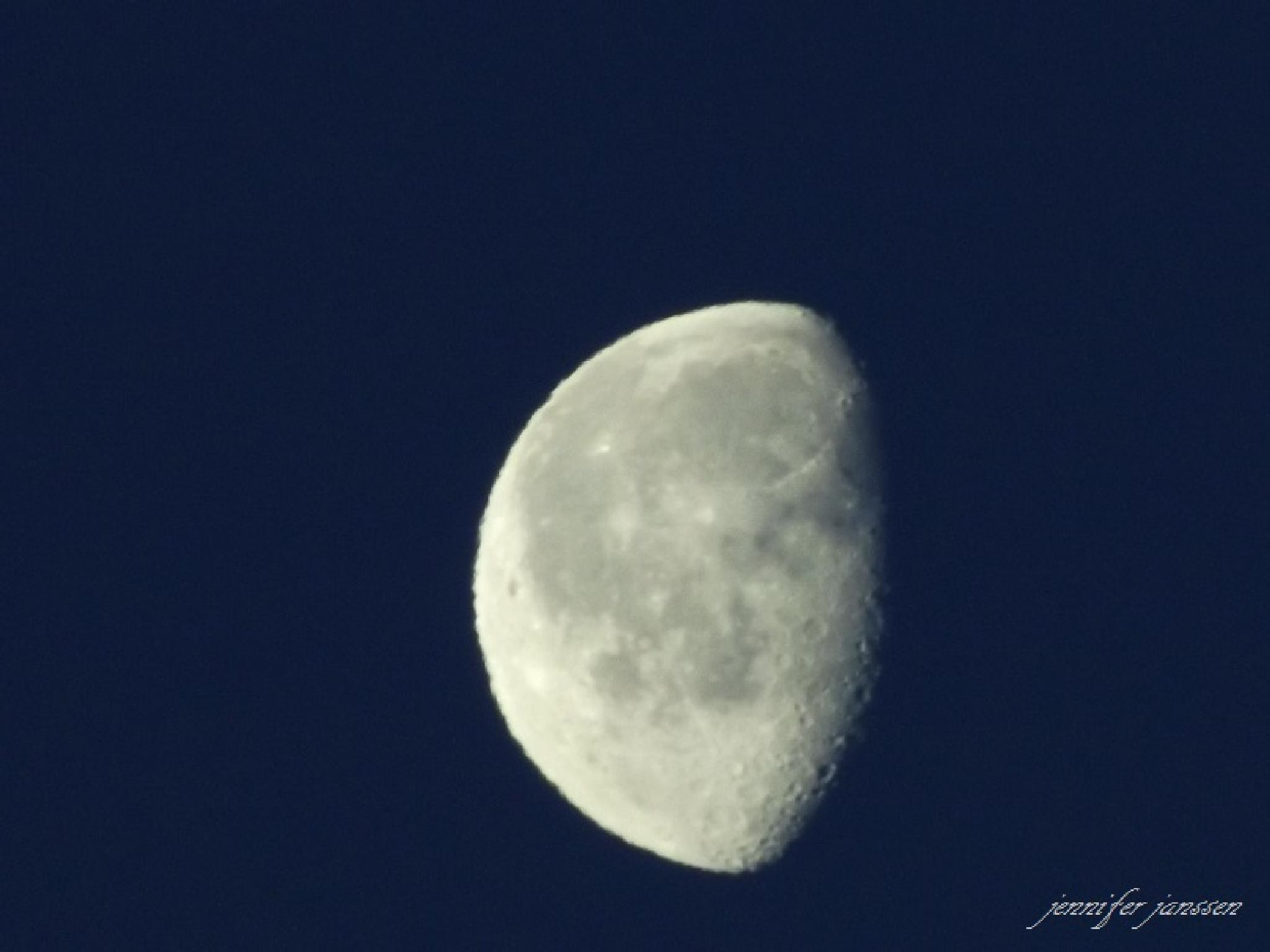 Moon by bluibabi
