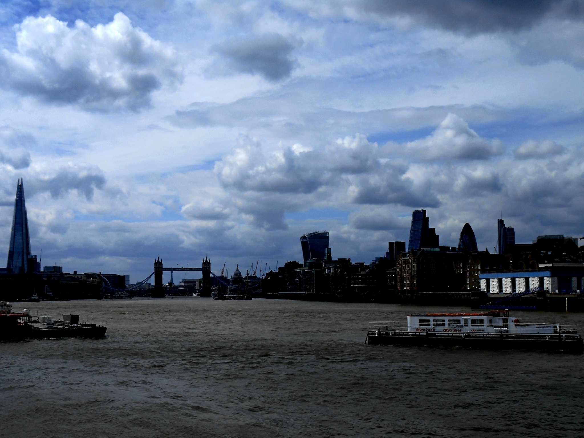 Skyline...Thames by Piercarlo Bedino