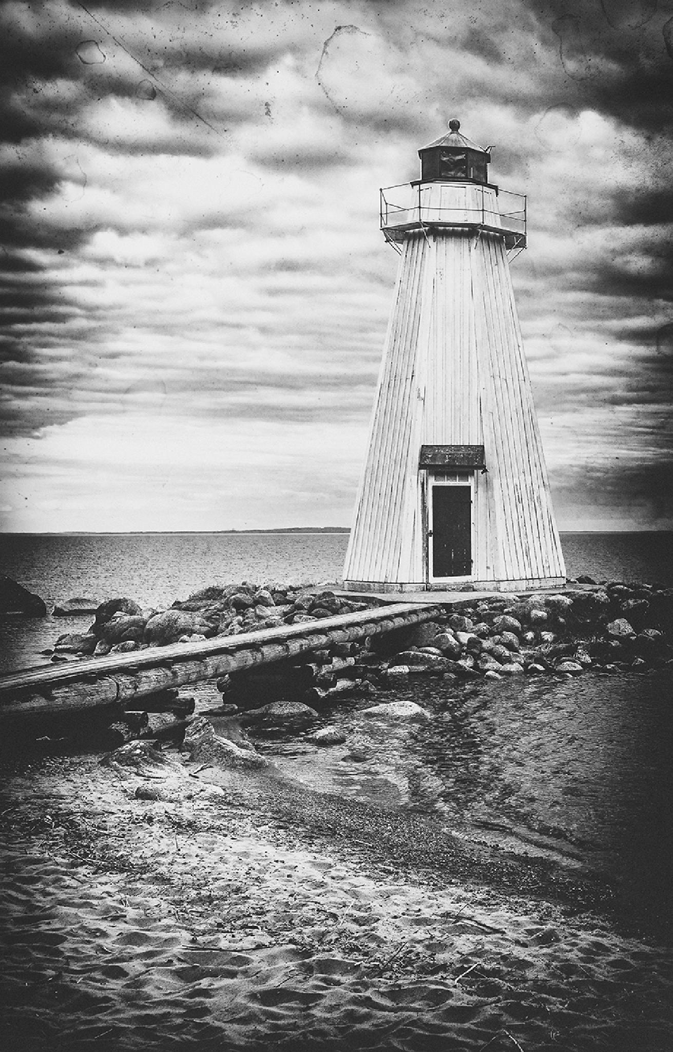 Lighthouse by Peter Fransson