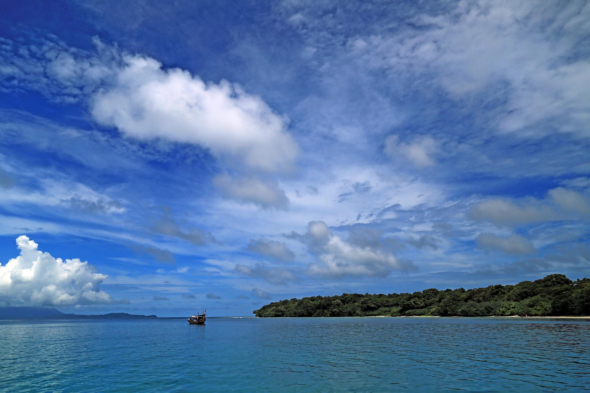 The ship, sky and sea by herrylebran