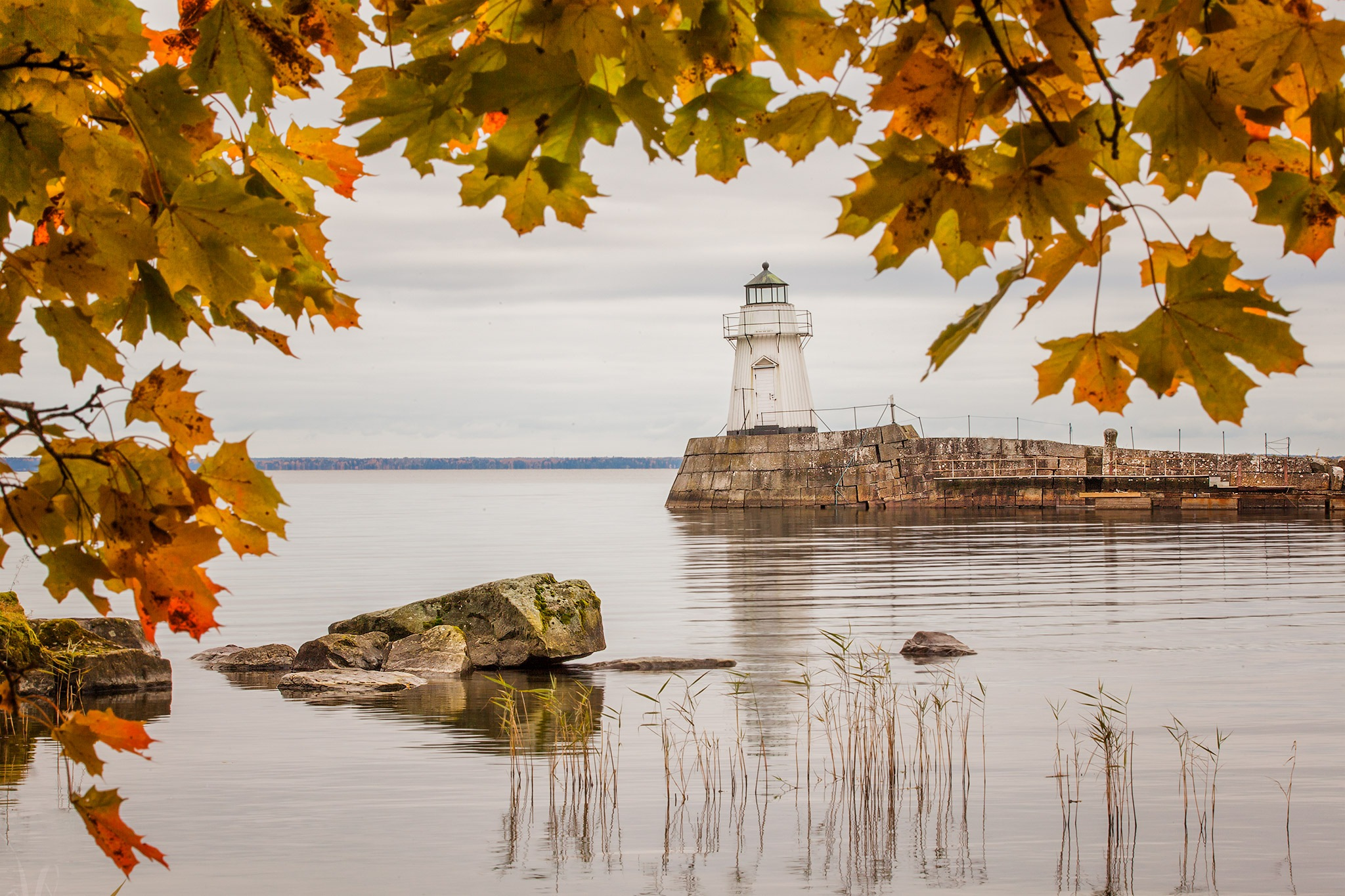 Autumn at the old lighthouse by Canonmats