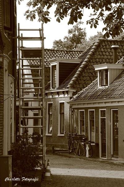 Straatje in Edam by charlottevanwamelen69