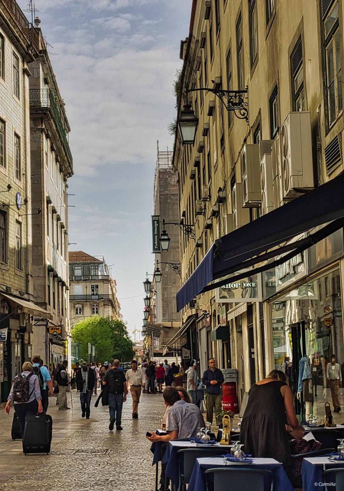 Una calle de Lisboa II by carmina.waterstone