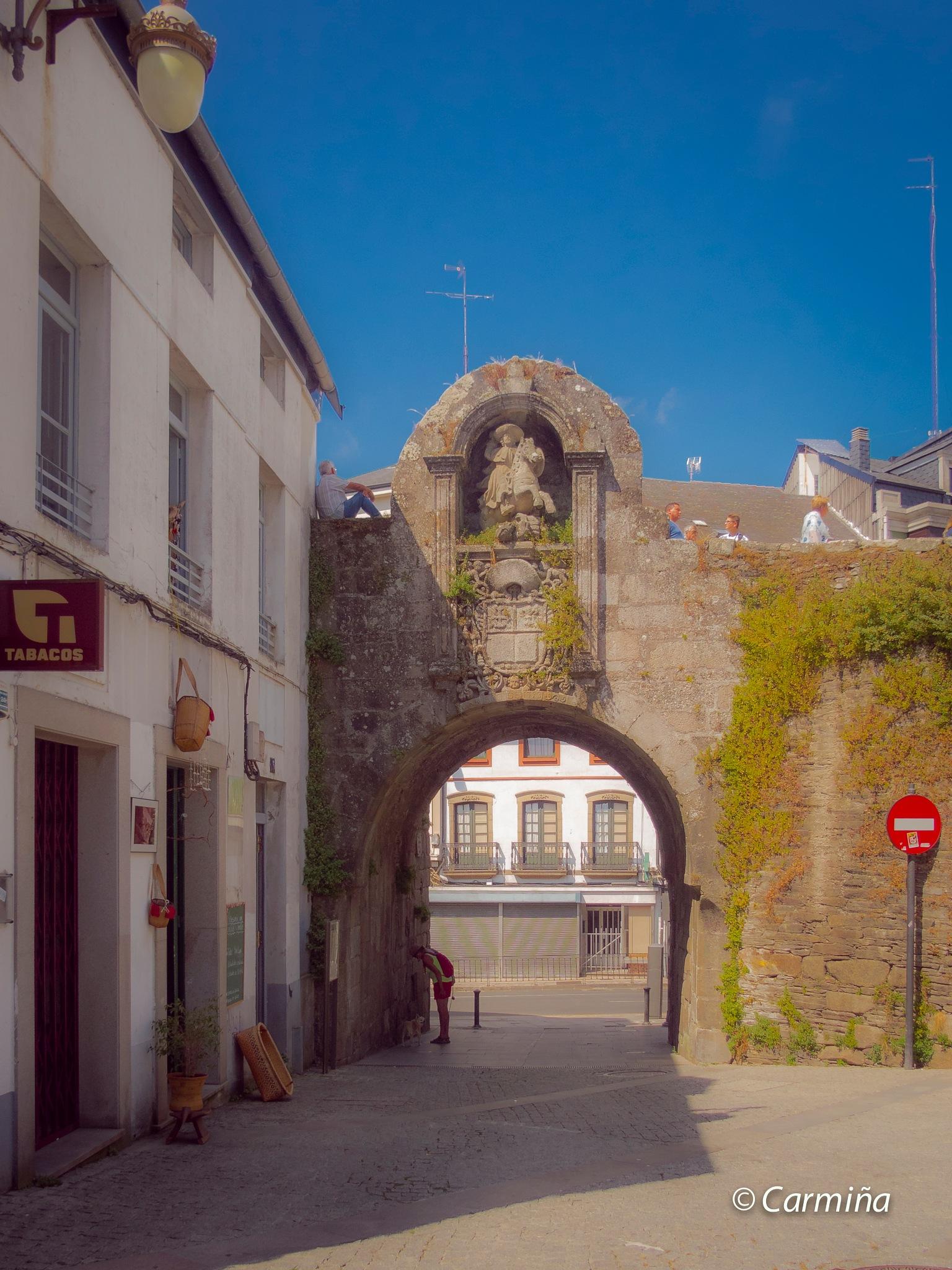 Descanso en la Muralla de Lugo by carmina.waterstone