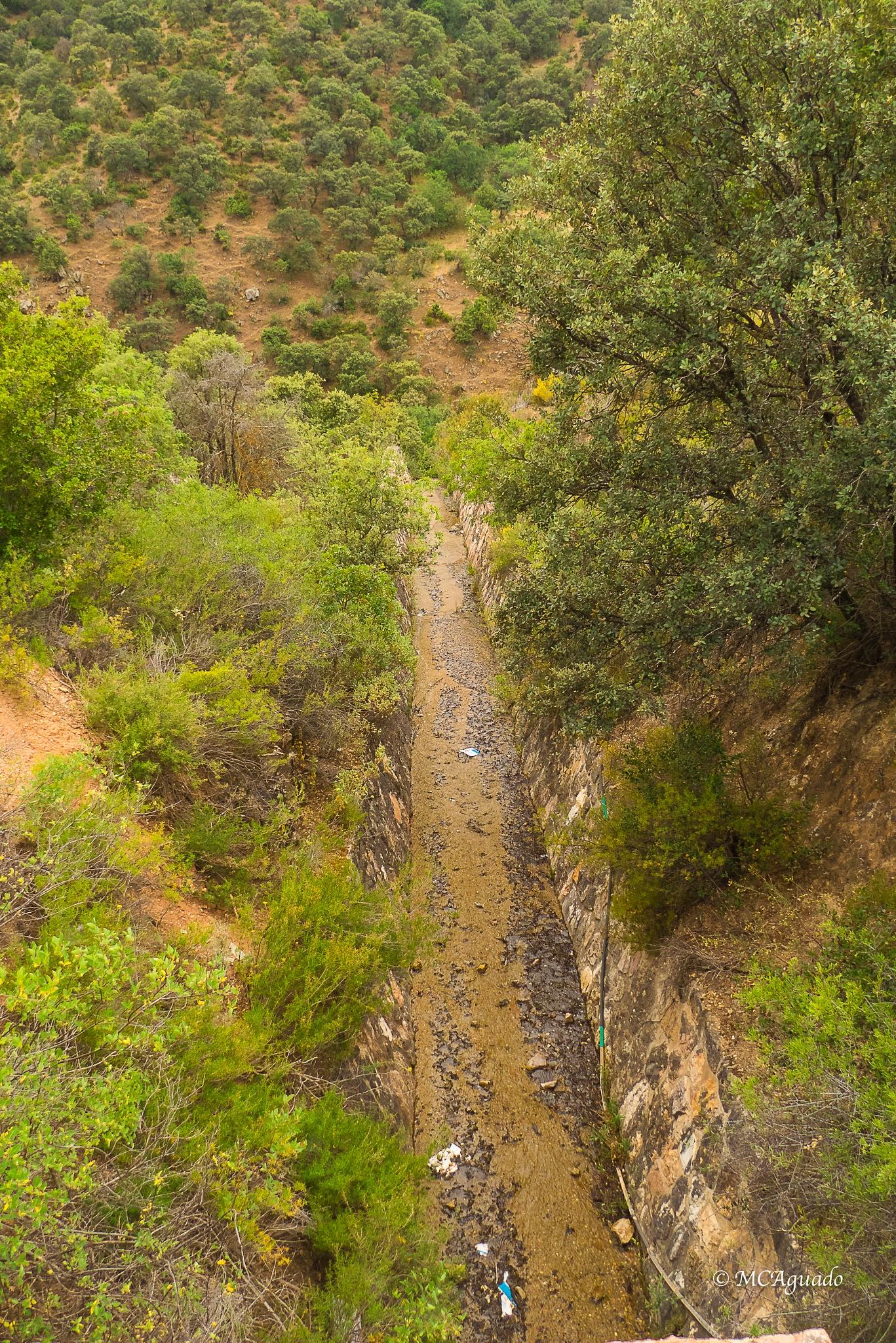 Canal de desagüe by carmina.waterstone