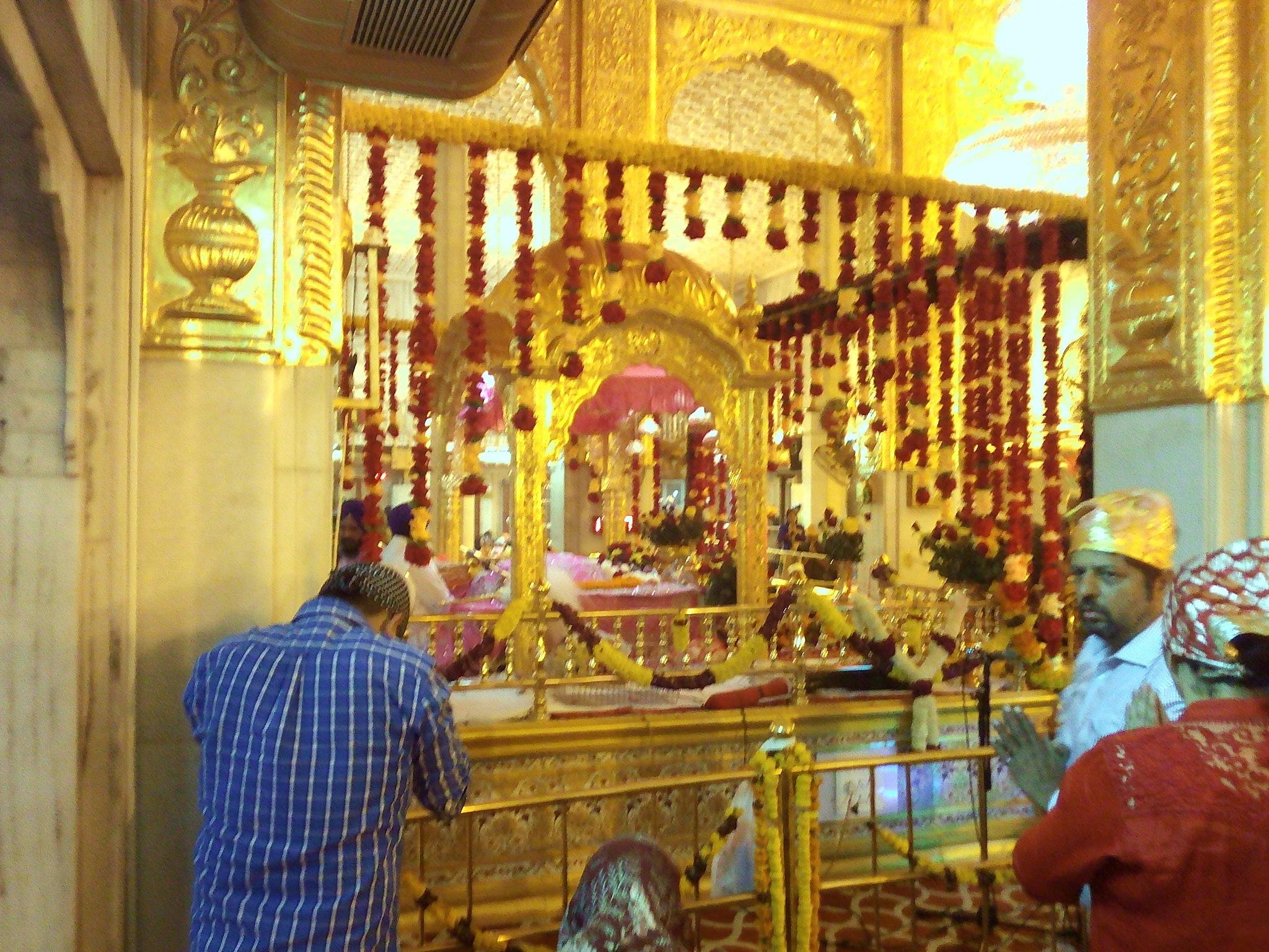 Gurudwara Inside (Mobile Pic) by harryfotography2008