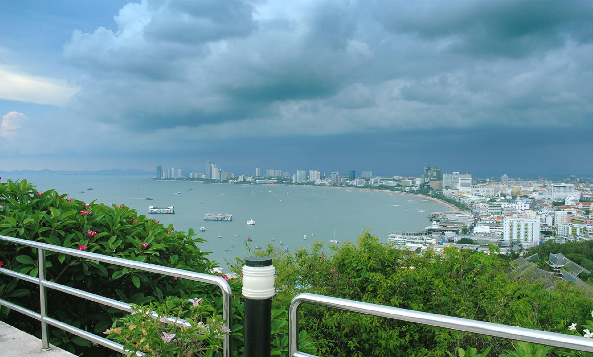 Pattaya Hill by lequangchi