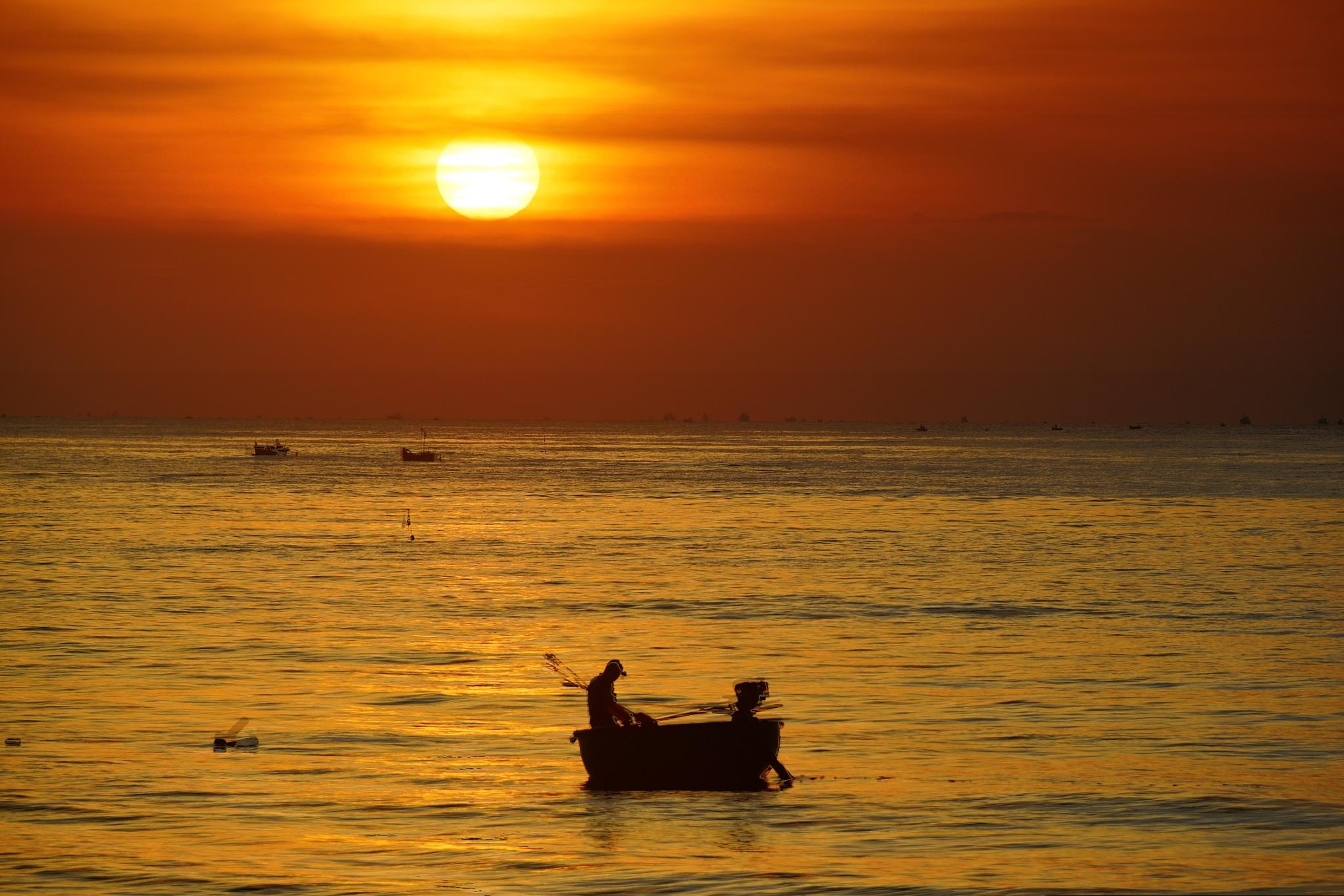 sunrise at Doi Duong by lequangchi
