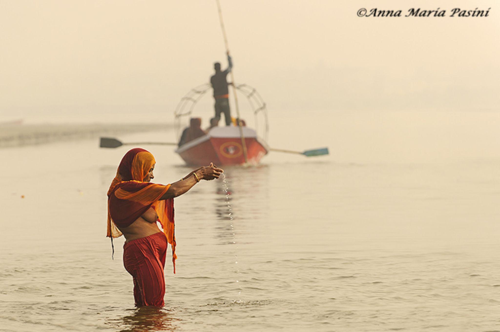 Preghiera sul Gange by annamariapasini