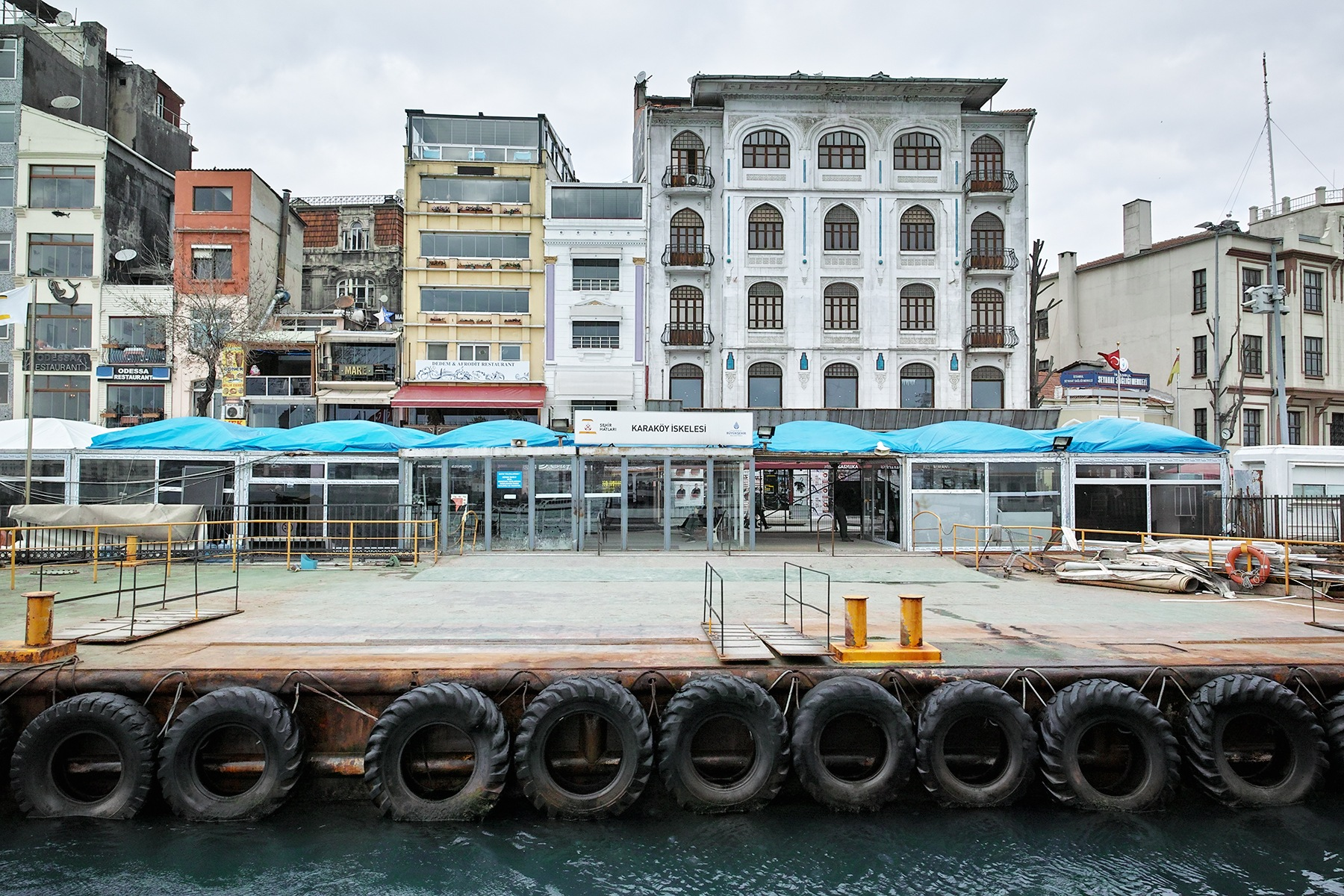 The empty pier by Osman Tümay