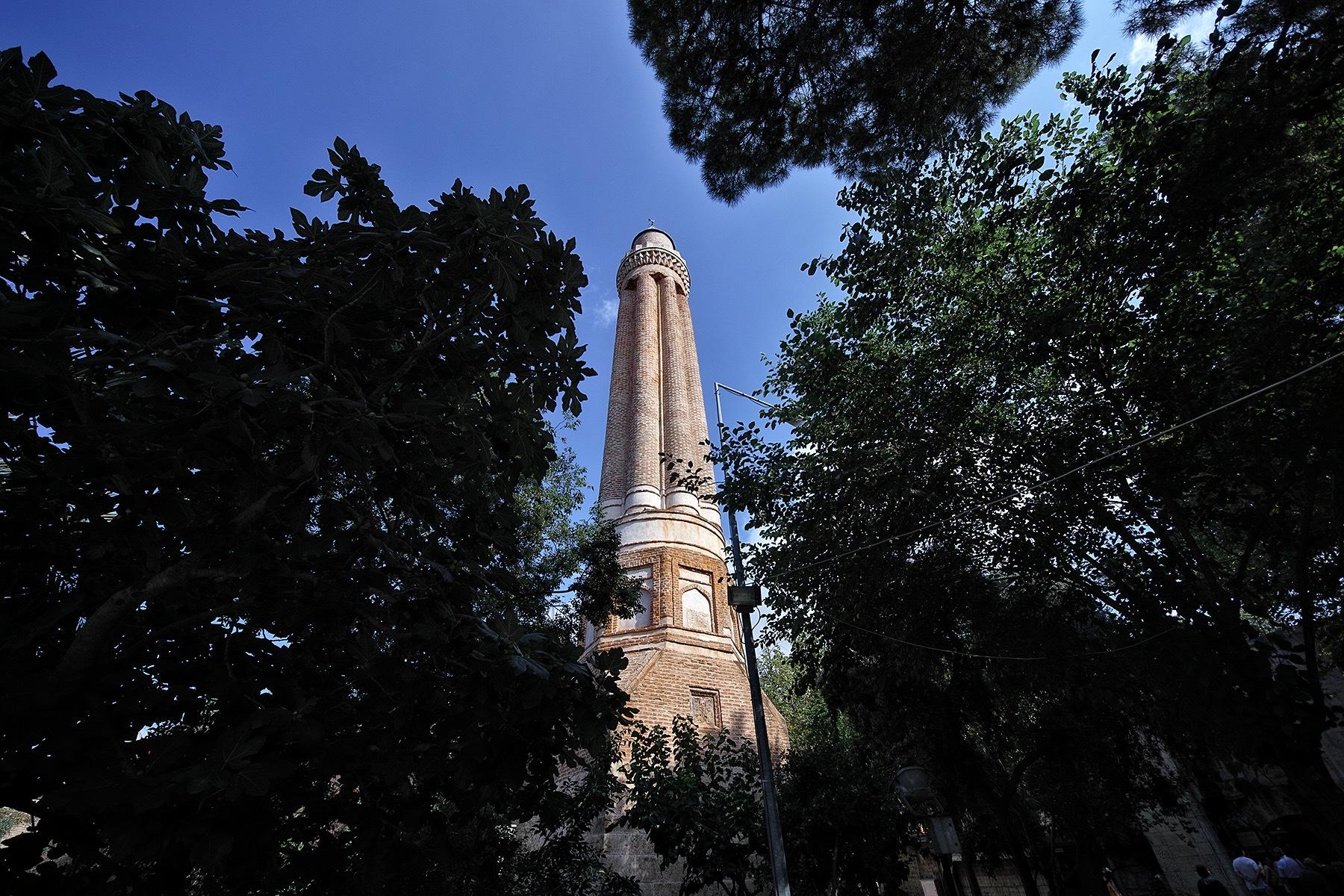 The fluted minaret by Osman Tümay