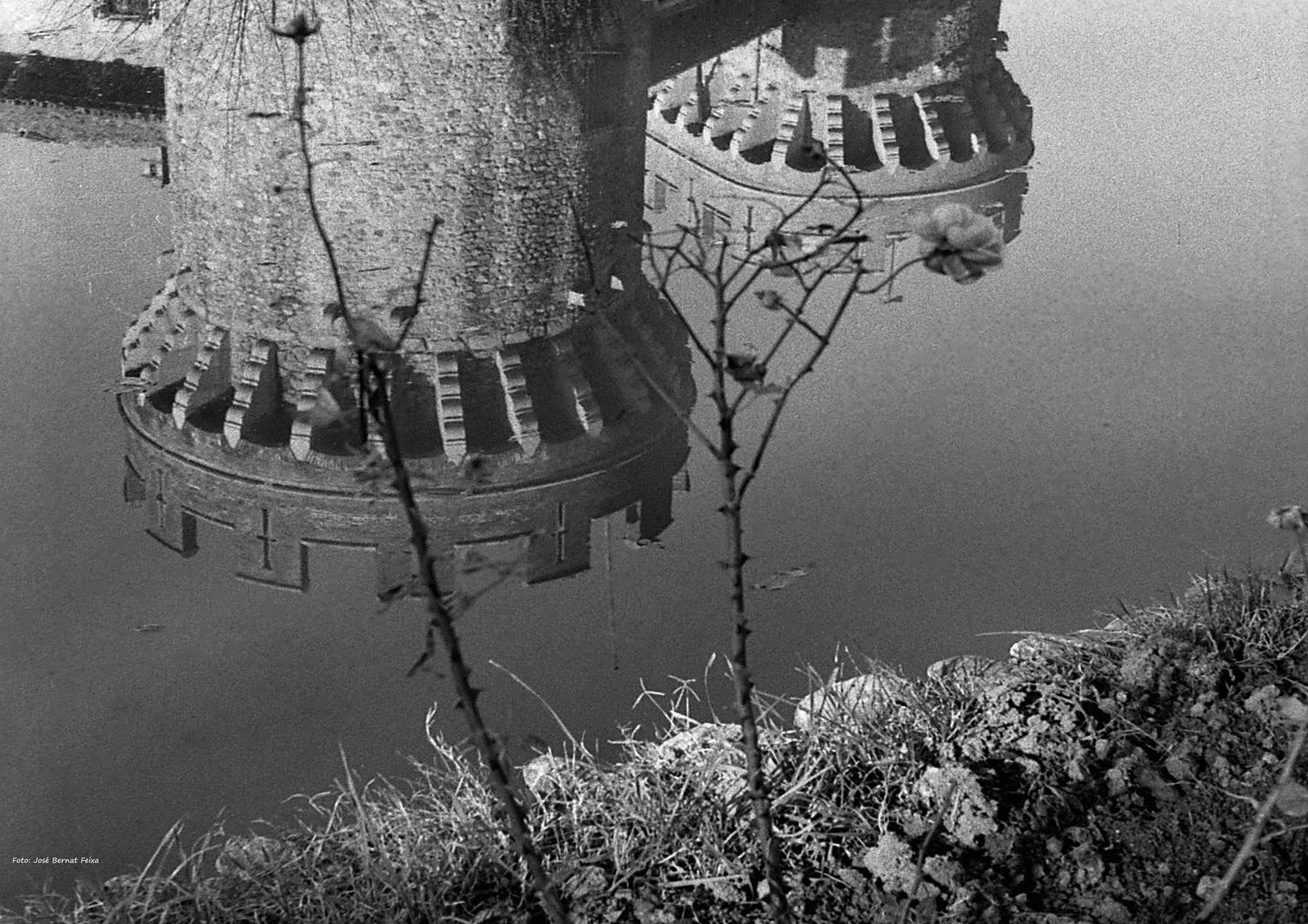 TORRES REFLEJADAS; WEERSPIEGELDE TORENS; REFLECTED TOWERS (60's) by José Bernat Feixa