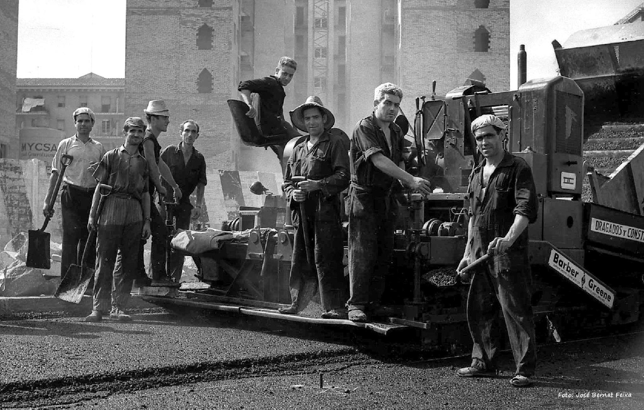 Retrato de trabajadores de la carretera, Portret van wegwerkers, Portrait of road workers (60's) by José Bernat Feixa