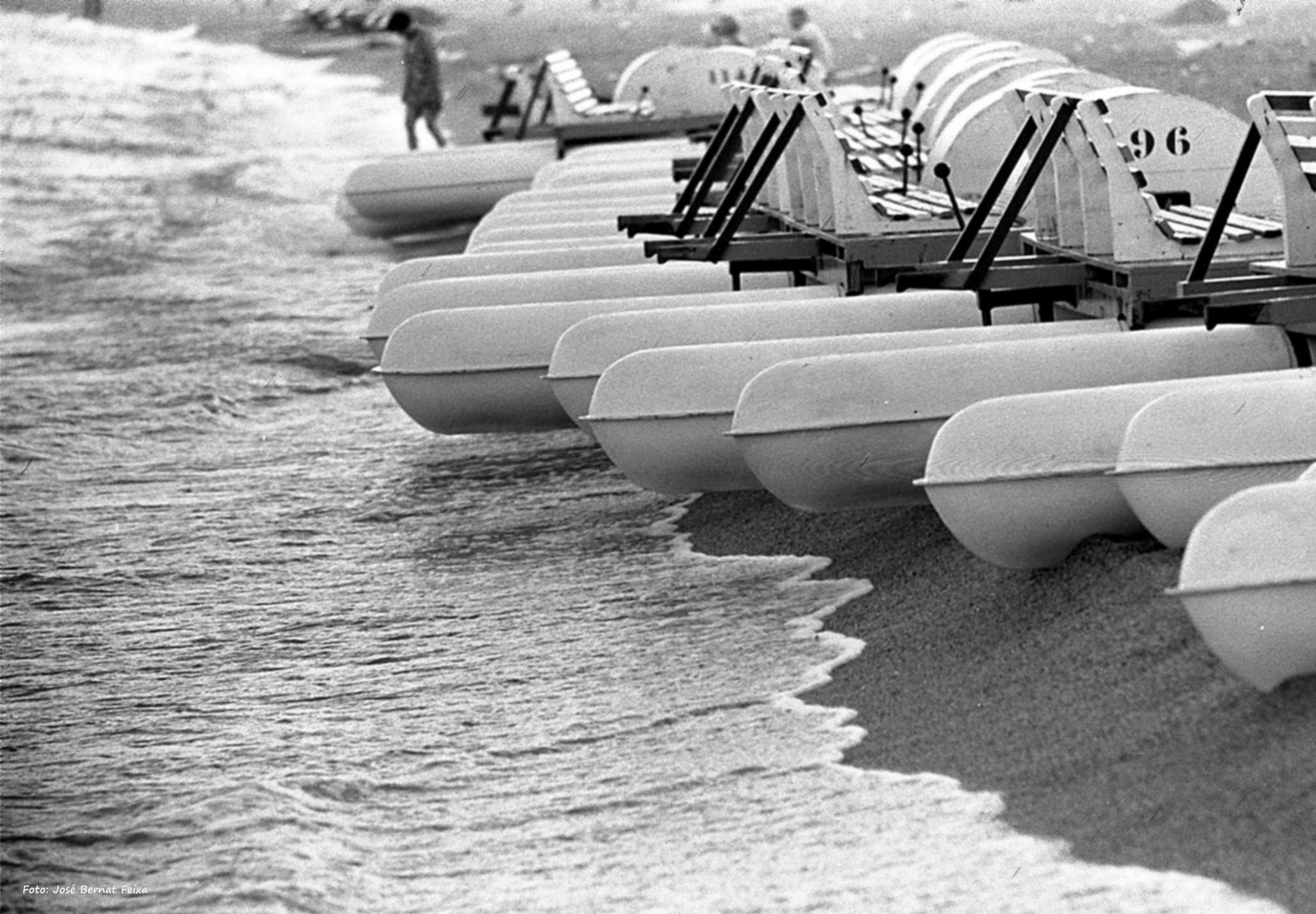 PATINES DE AGUA, WATERFIETSEN, WATER BICYCLES (60's) by José Bernat Feixa