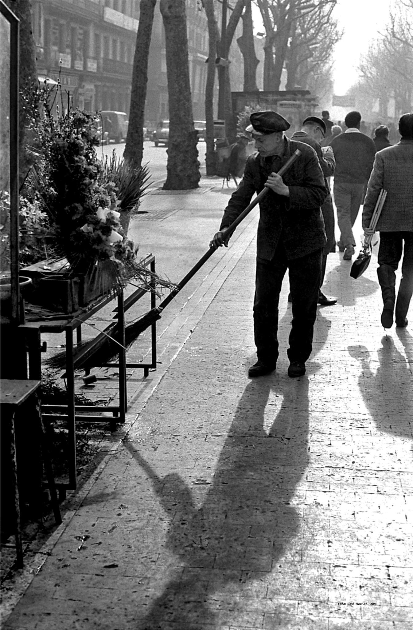 BARRENDERO ; STRAATVEGER ; STREET SWEEPER (60's) by José Bernat Feixa