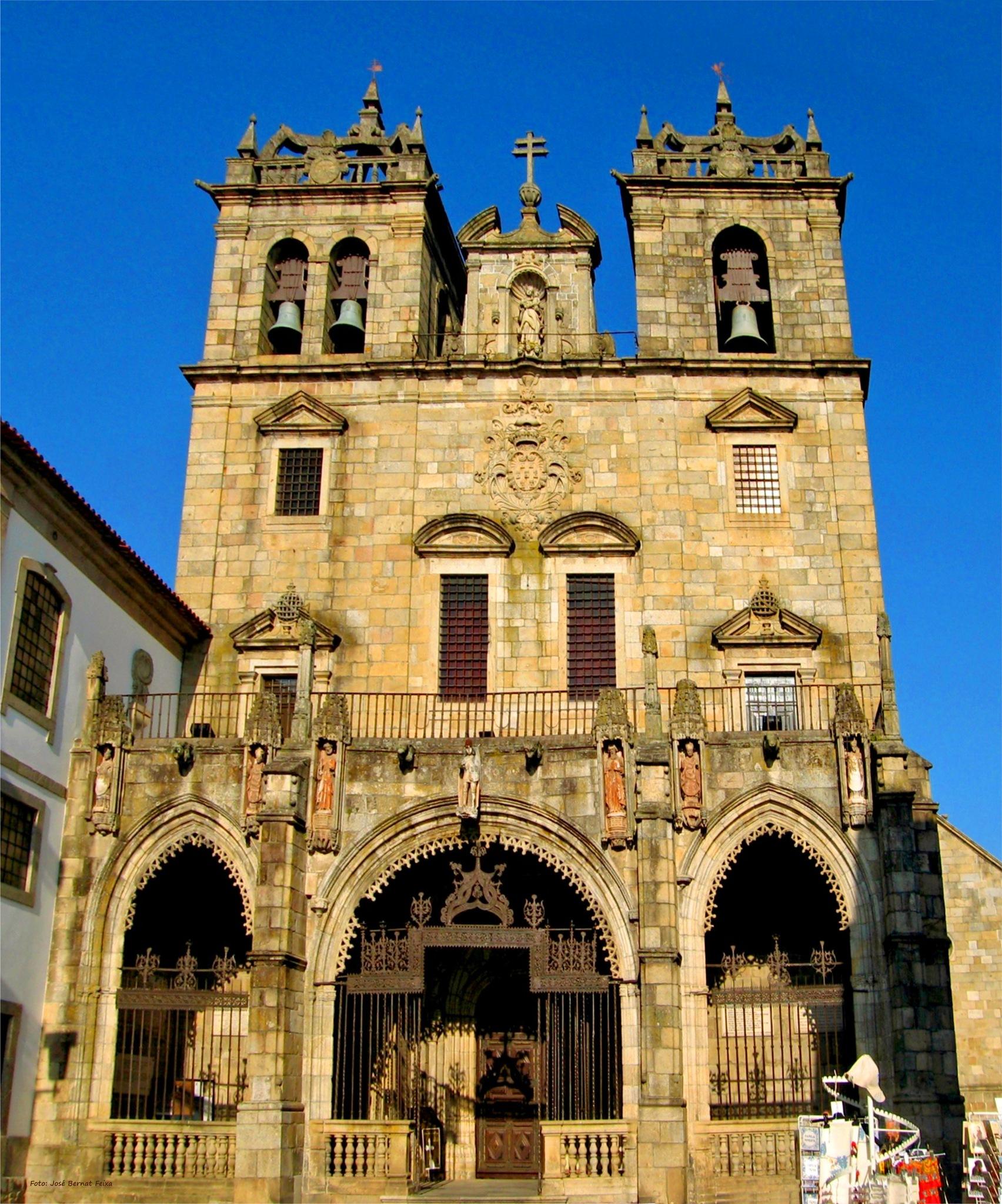 FACHADA DE IGLESIA ; KERKGEVEL ; CHURCH FACADE by José Bernat Feixa