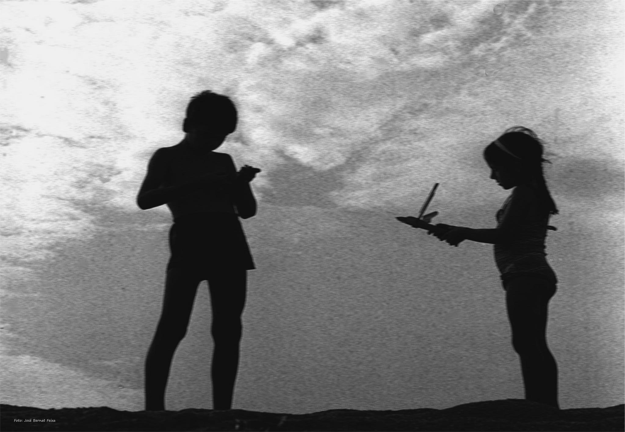 SILUETAS DE NIÑOS; SILHOUETTEN VAN KINDEREN; SILHOUETTES OF CHILDREN (60's) by José Bernat Feixa