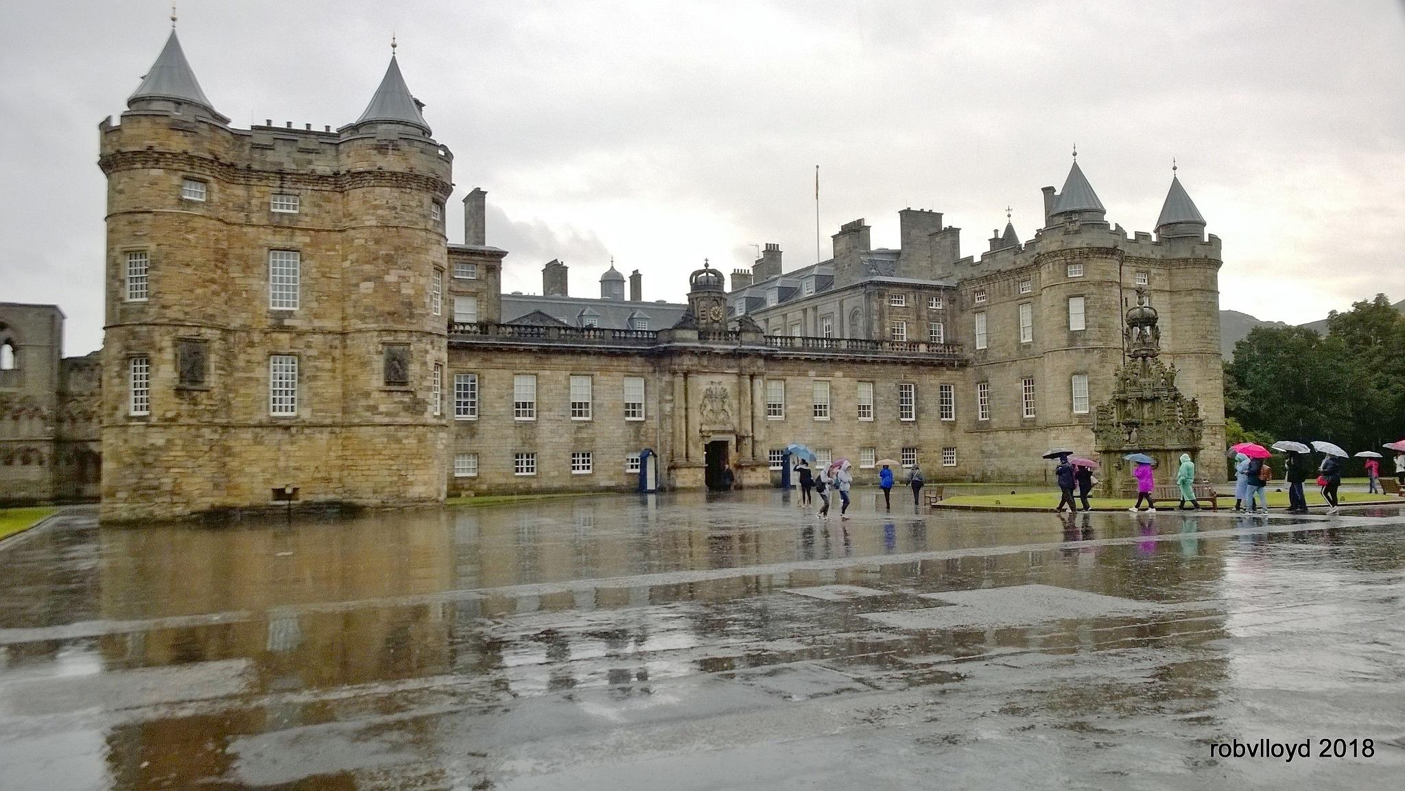 Palace at Holyrood by rob.lloyd.3954
