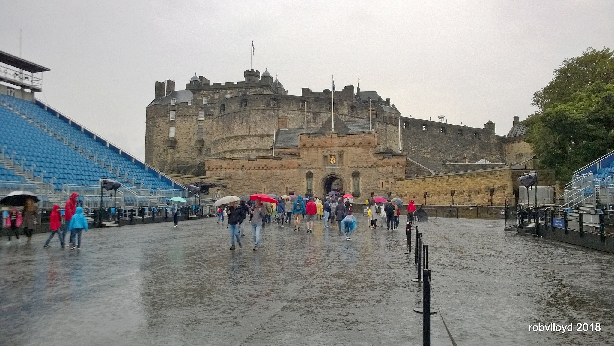 Edinburgh Castle by rob.lloyd.3954