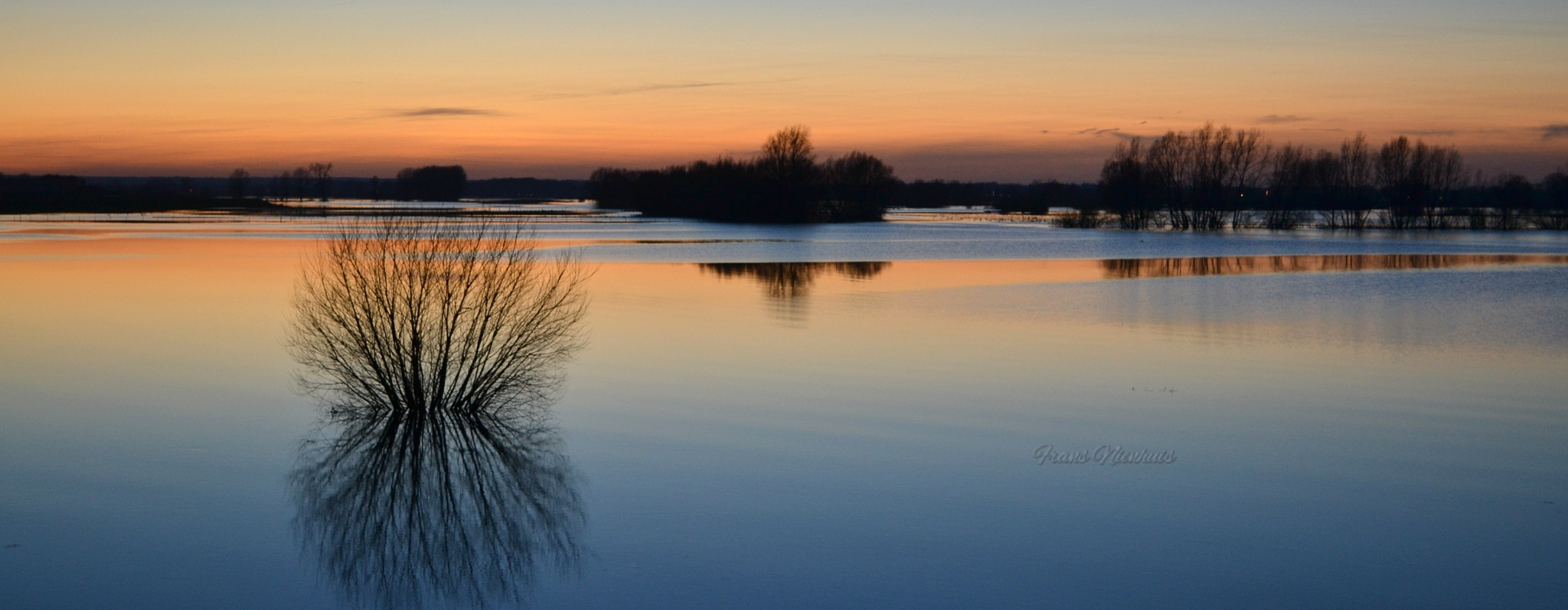 Glow with the flow by Frans Nienhuis