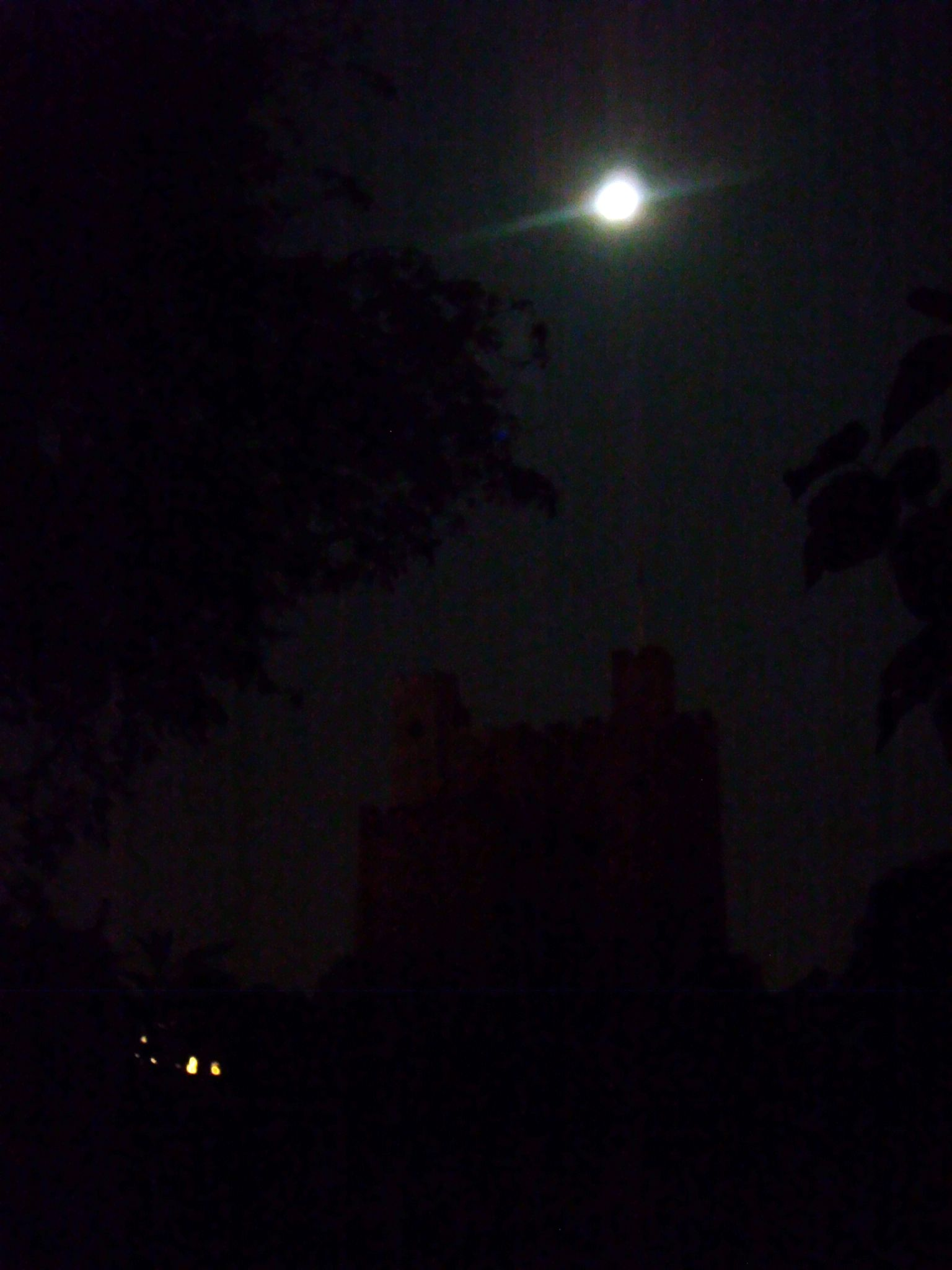 Rochester castle and the full moon by didibergman3