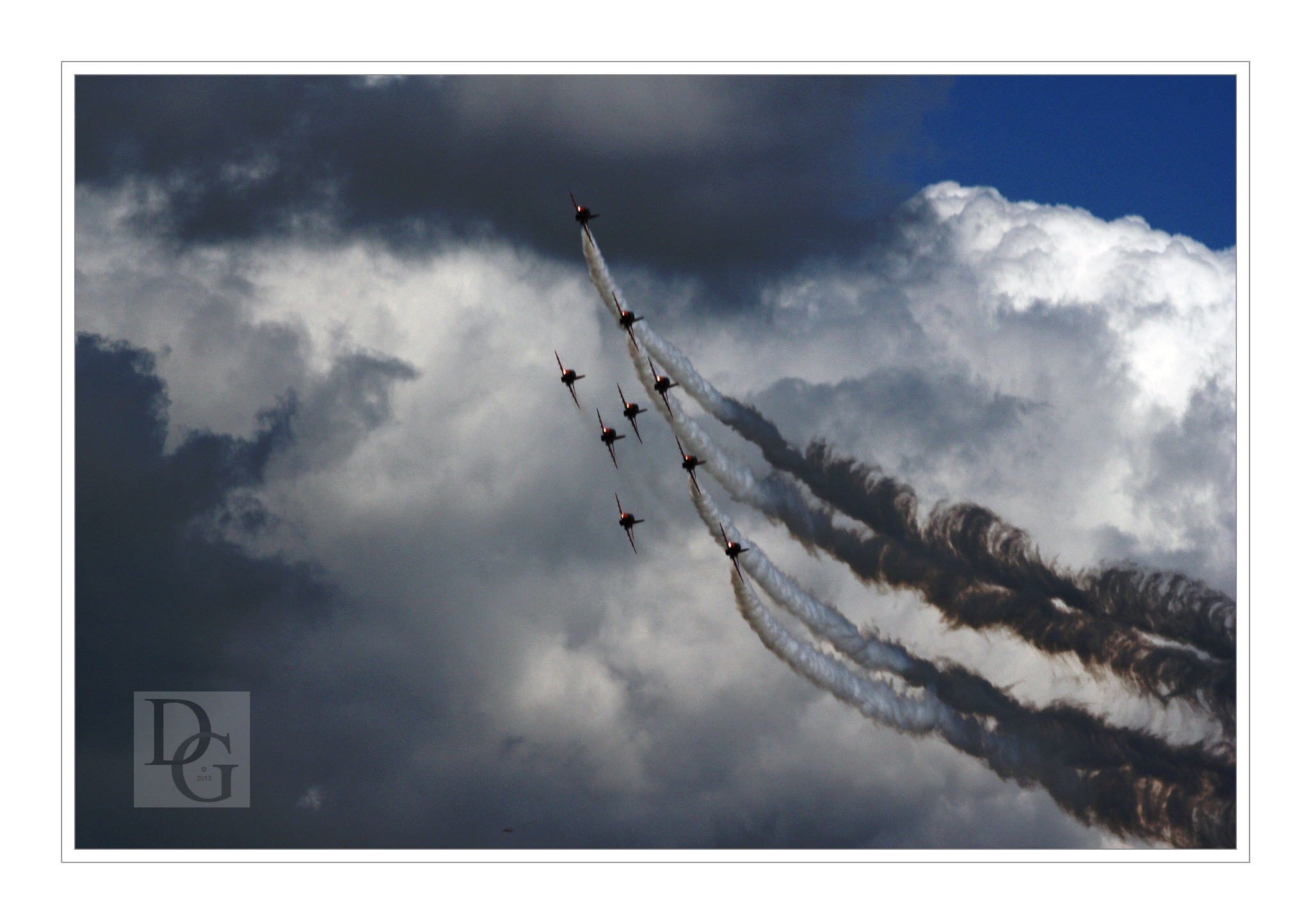 Red Arrows Curve by deegee1966