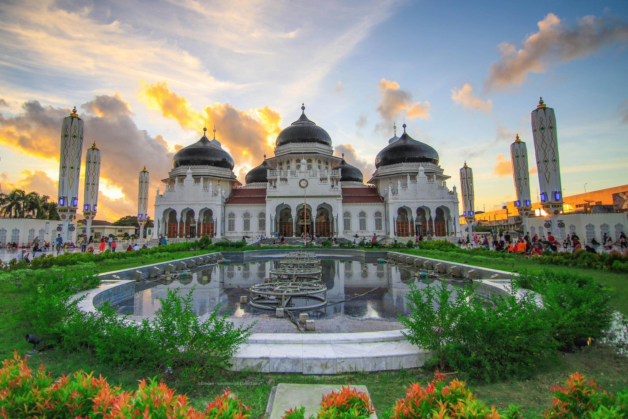 Beautiful Mosque  by Luna Almira Ali