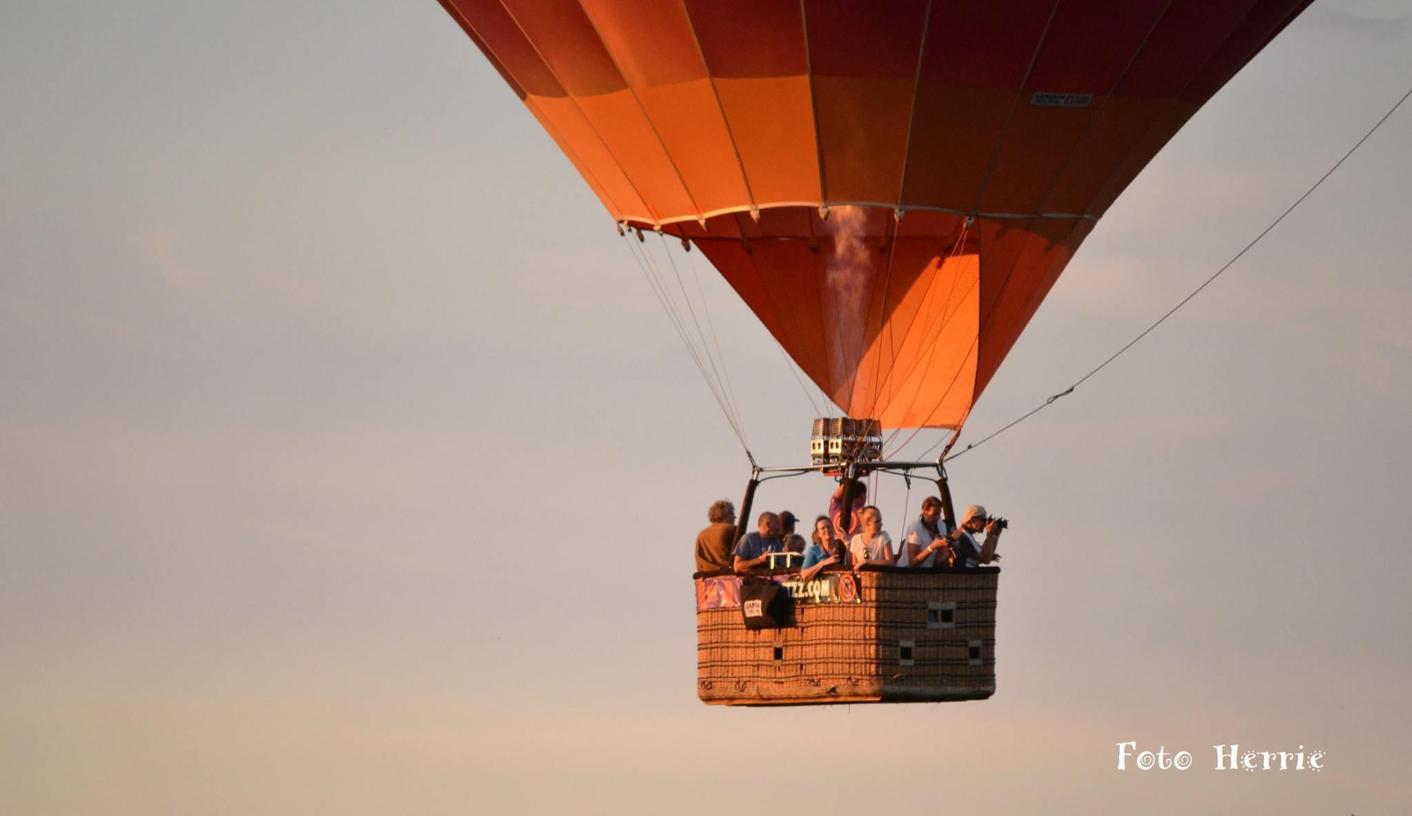 Hot air balloon ride 1 by photoherrieschnoink