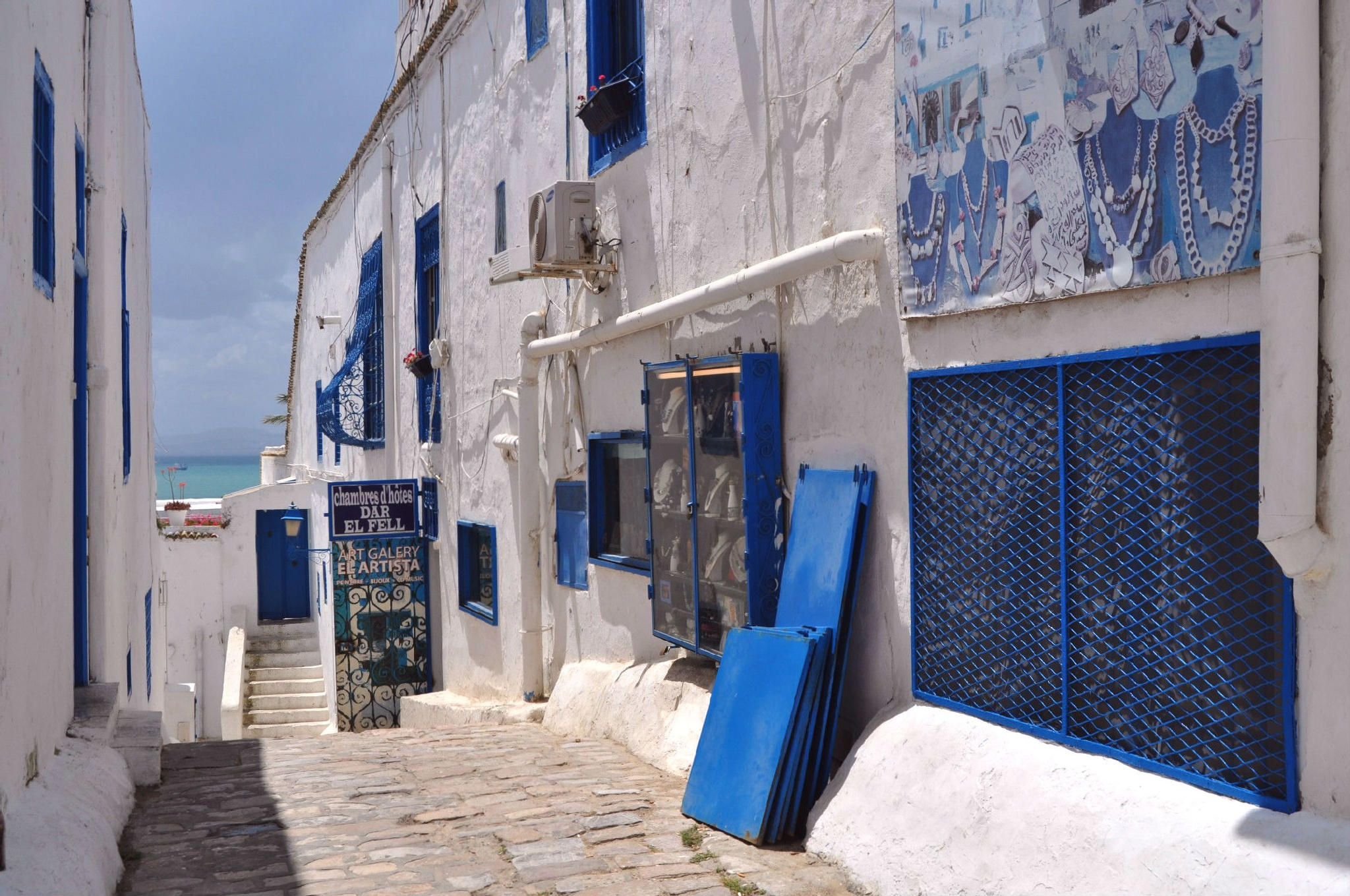 White and Blue by carmenlargo13