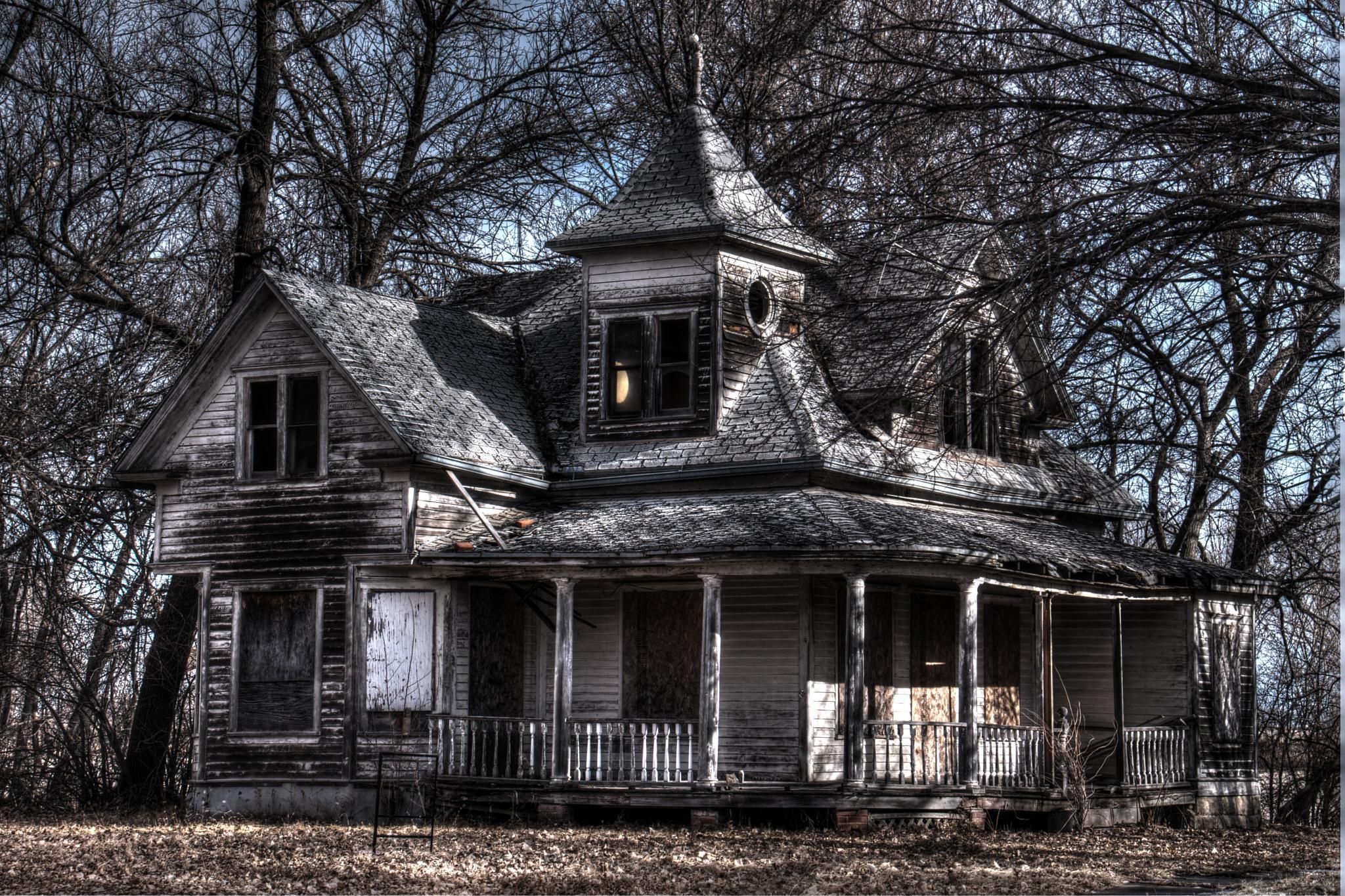 Haunted House by JulieHalloran