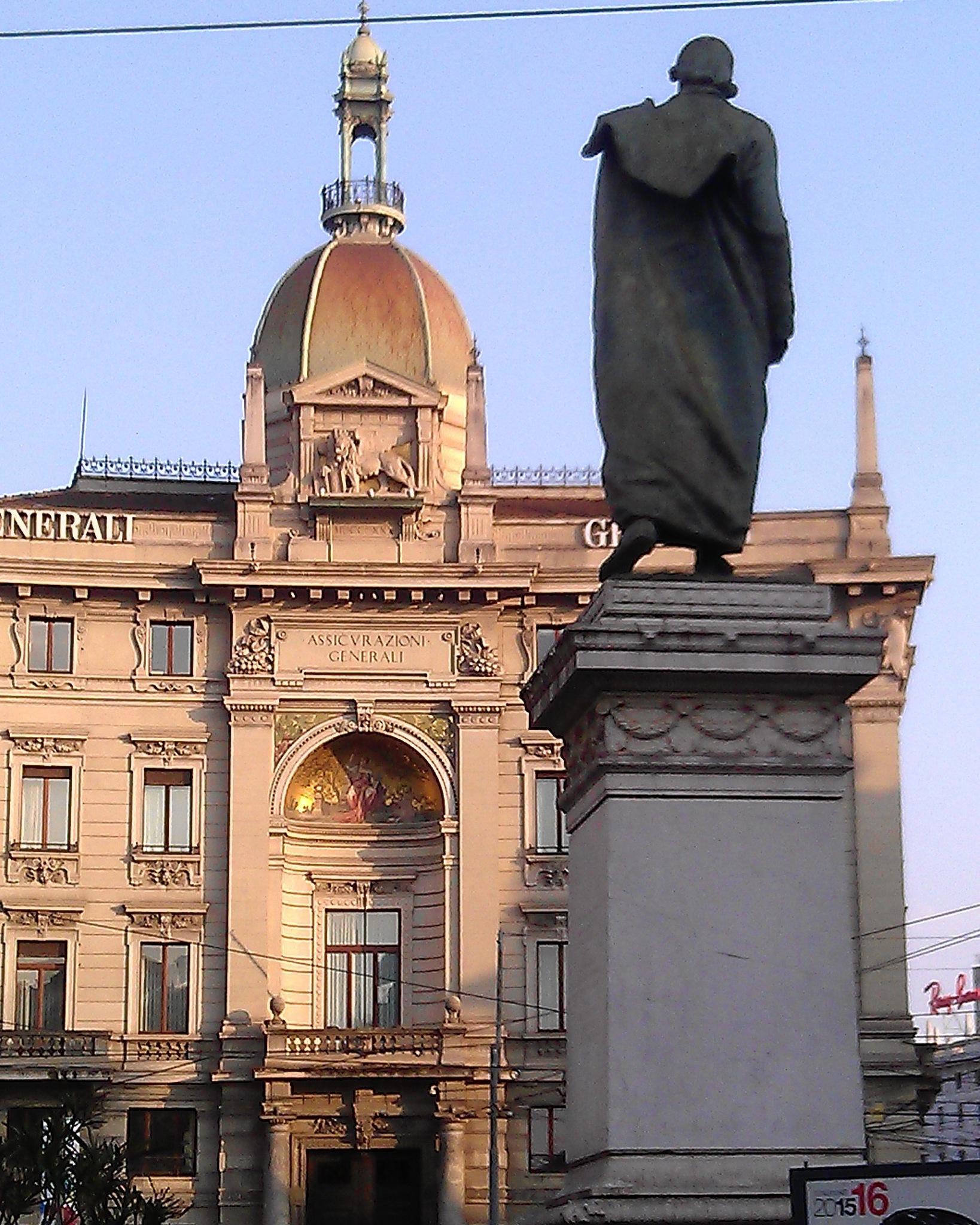 P.za Cordusio Milano, la piazza delle banche. by Paolo Pasquali