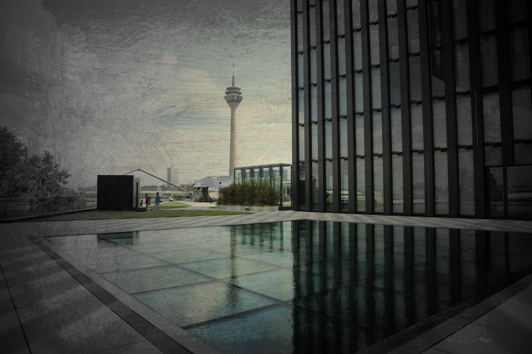 Dusseldorf TV tower. by marc.devriese