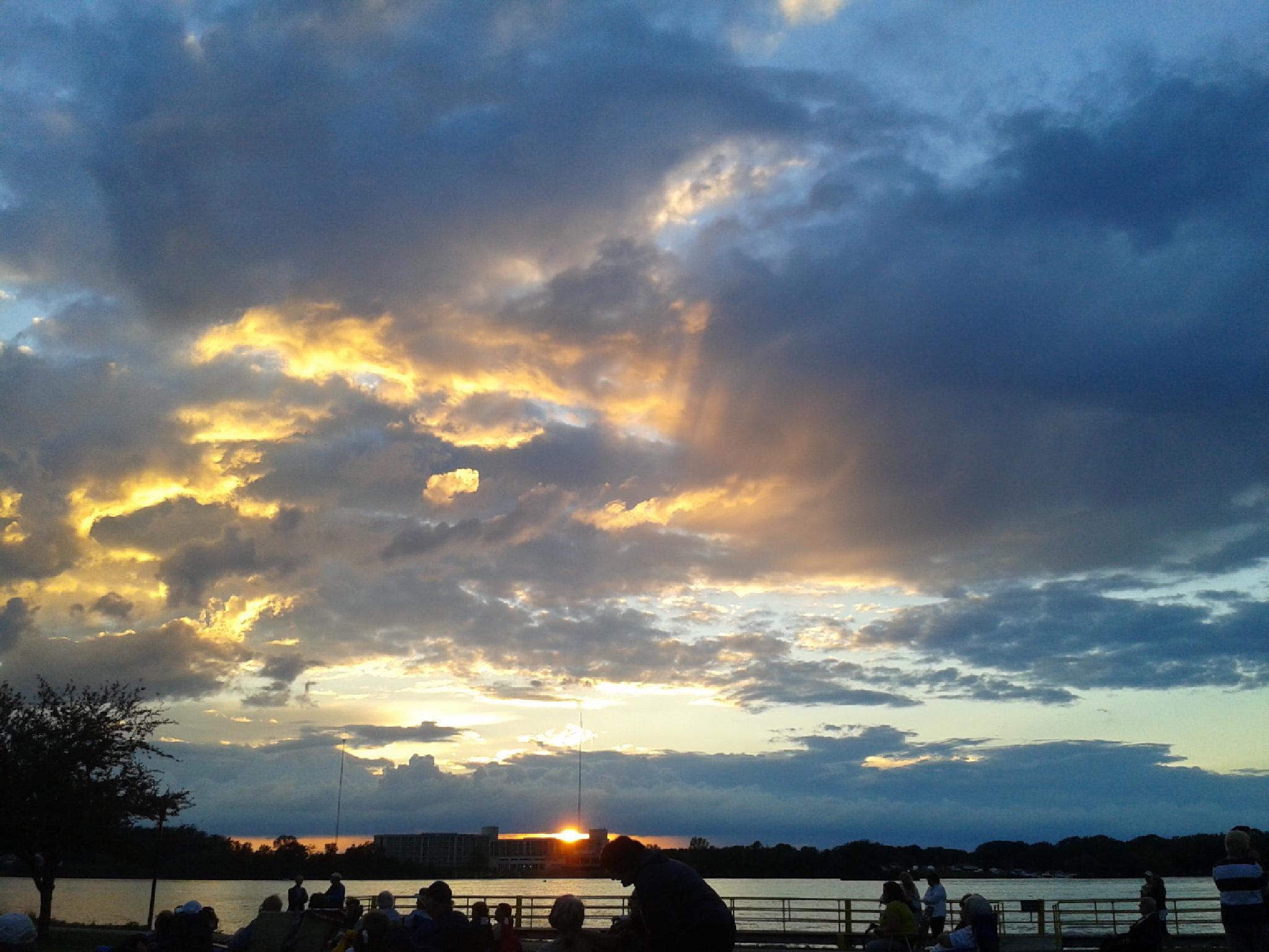 Niagara River by mzwack1