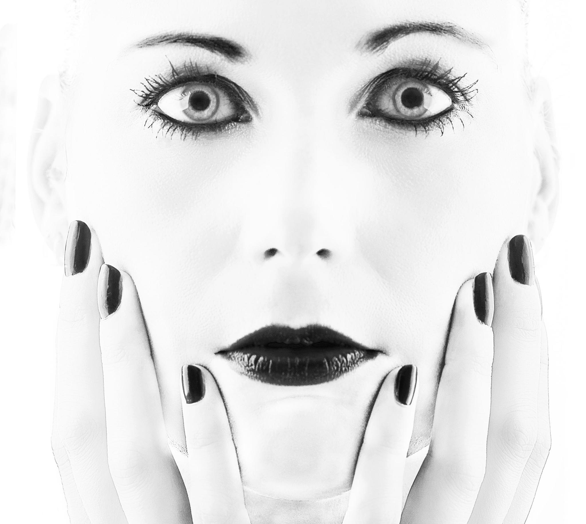 Portrait, Contrast by Vanessa Hugen