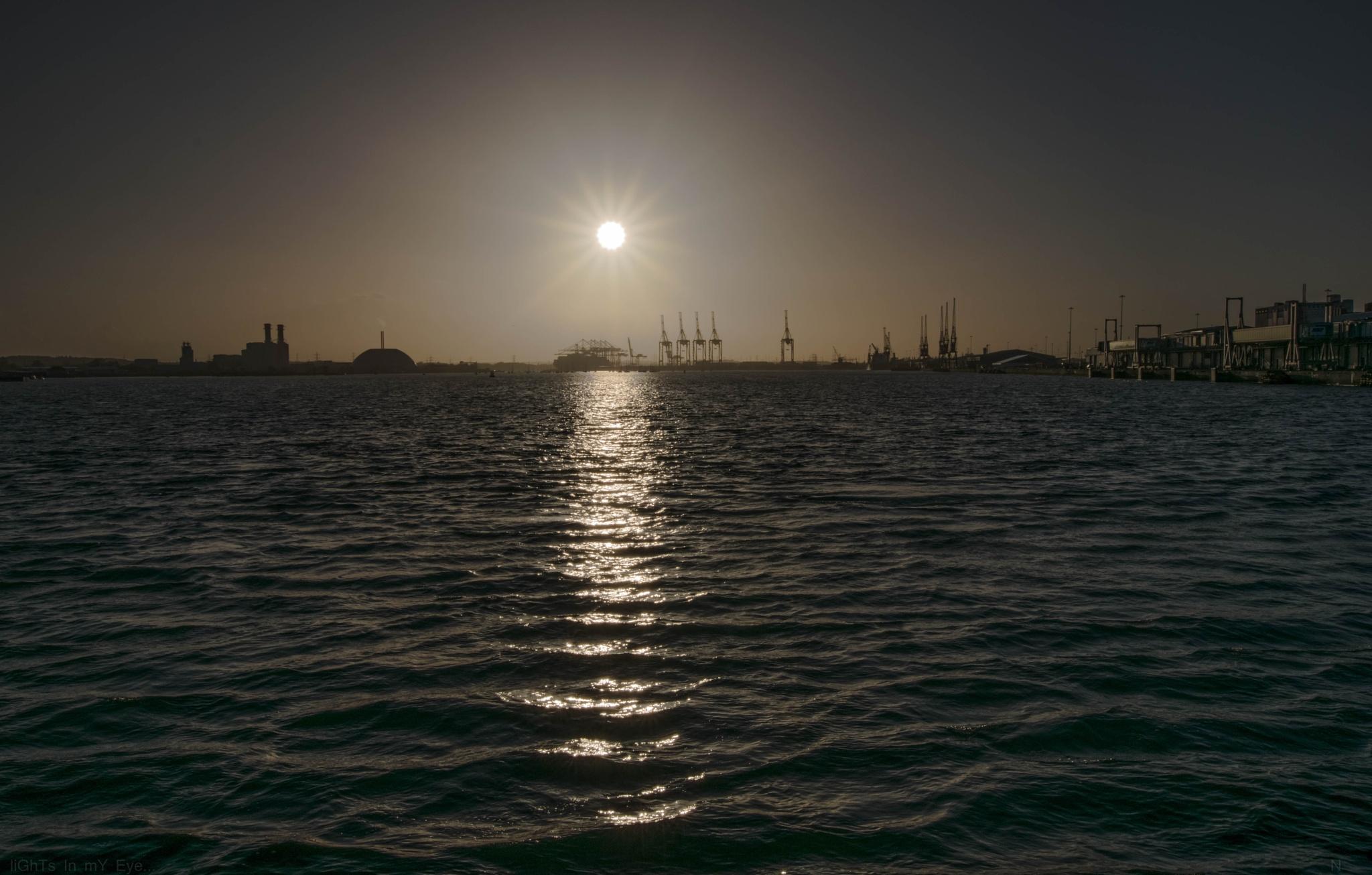 sun setting .... by neil.hickman1