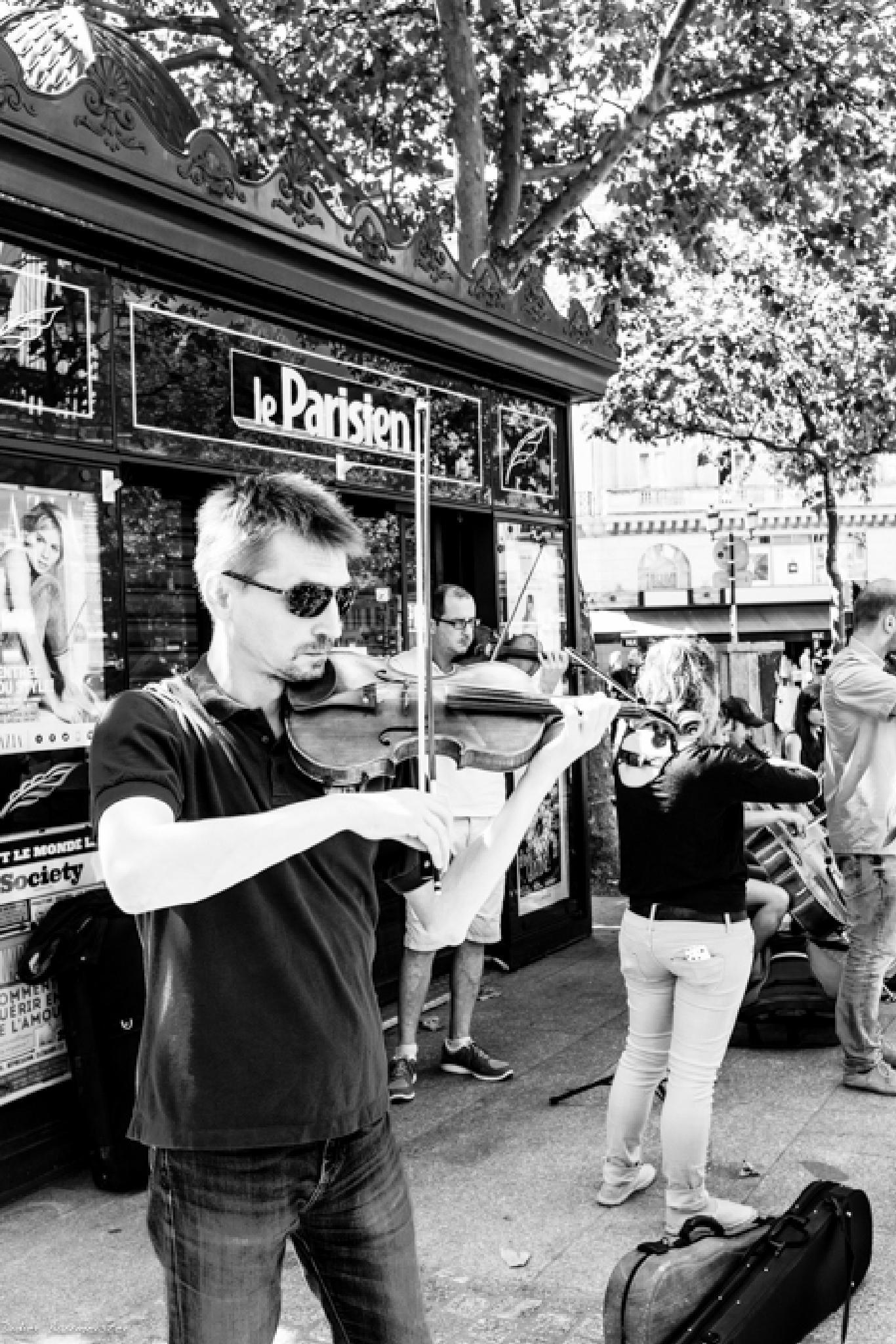 Street Musician by Jibril.Caploncour