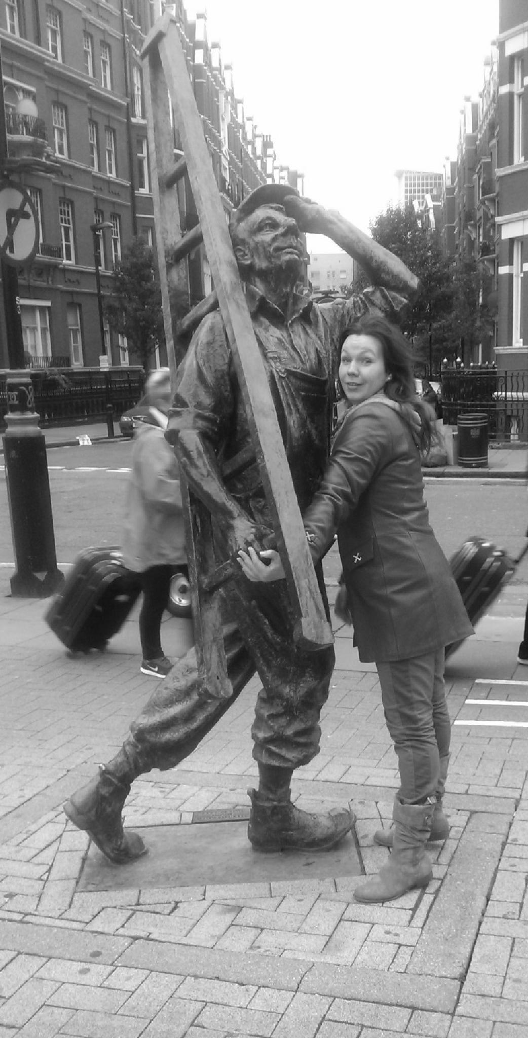 Monument in London. by Jolanta Sarmule