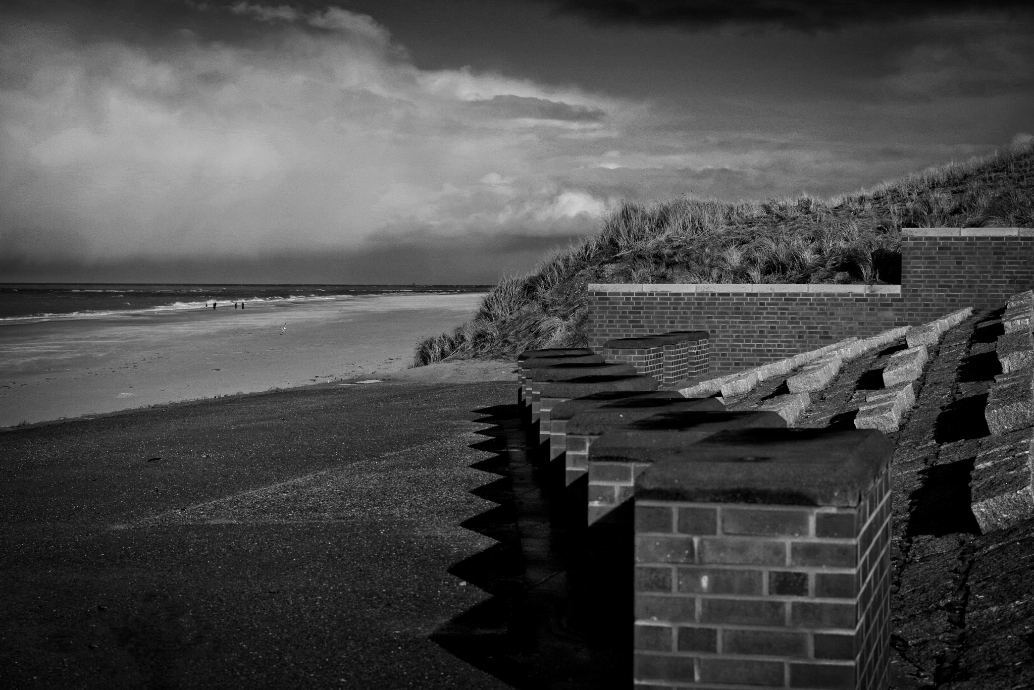 Nor the beach is empty by RIwanowski