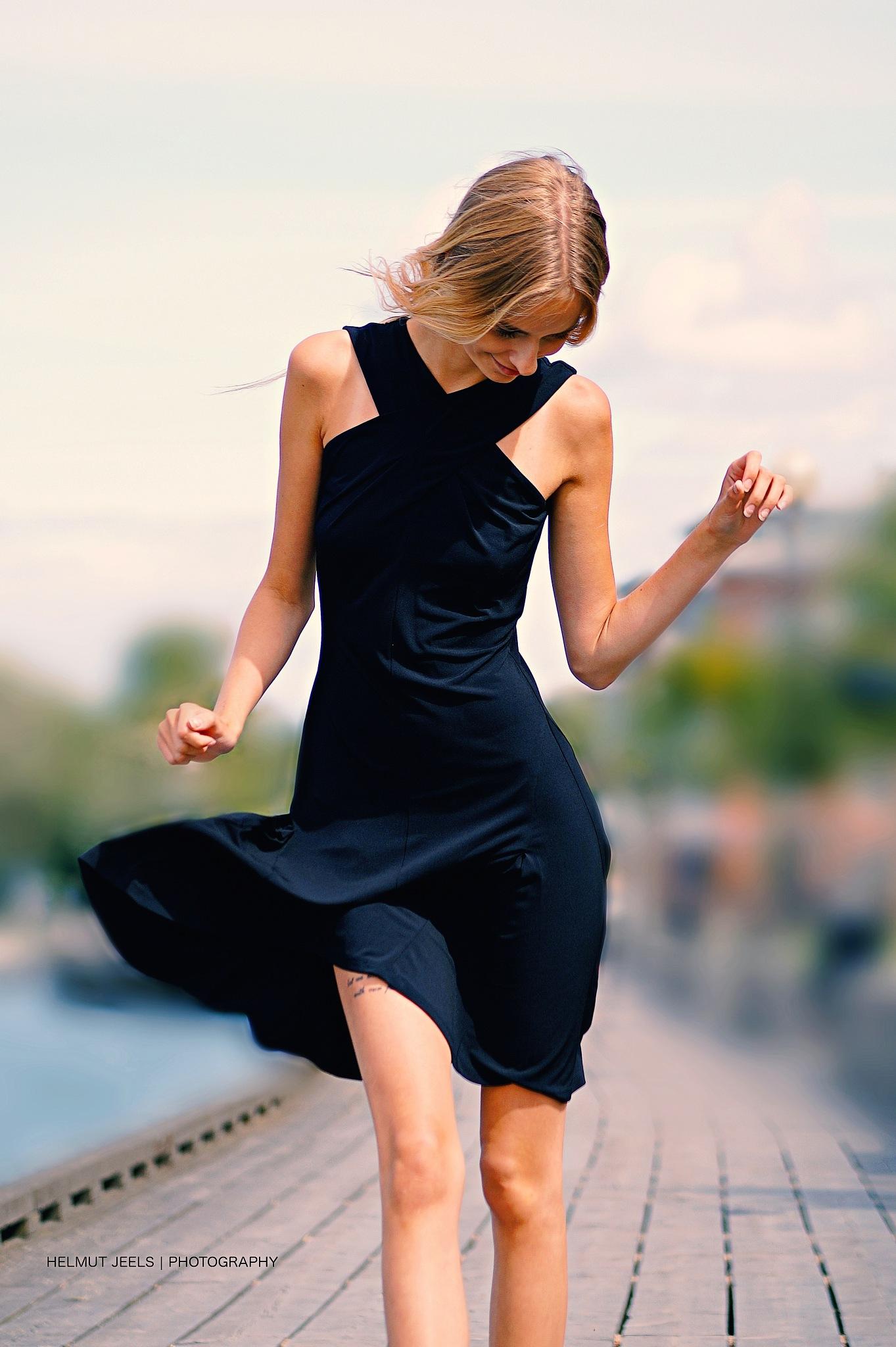 petite robe noir - new edit by Helmut Jeels