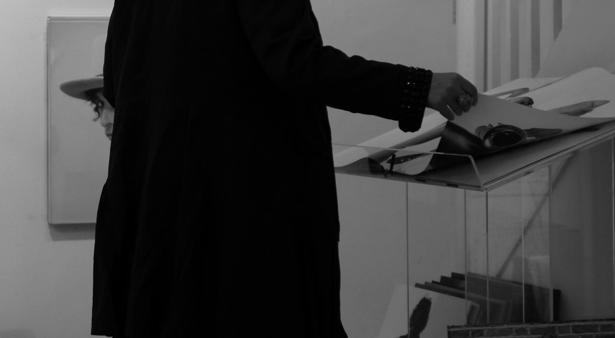 Man(woman) in the black coat by 1pedroaperez