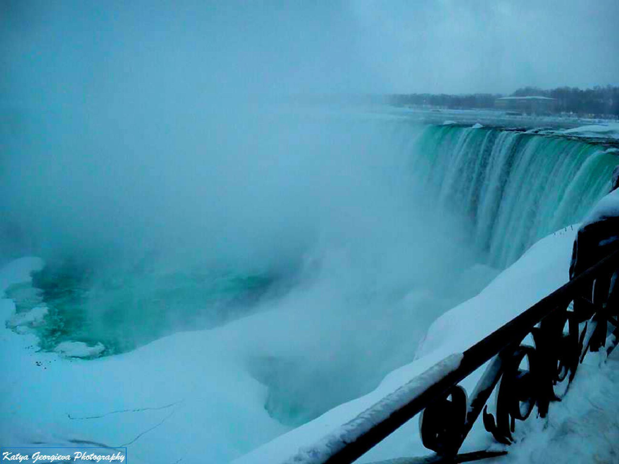 Winter series of photos of Niagara Falls by Katya Georgieva Photography