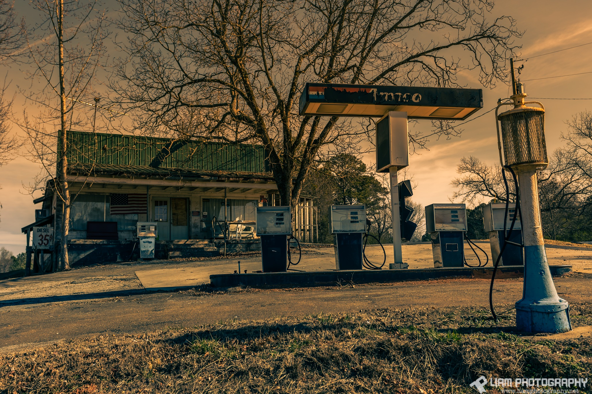 Old Amoco by Liam Photography