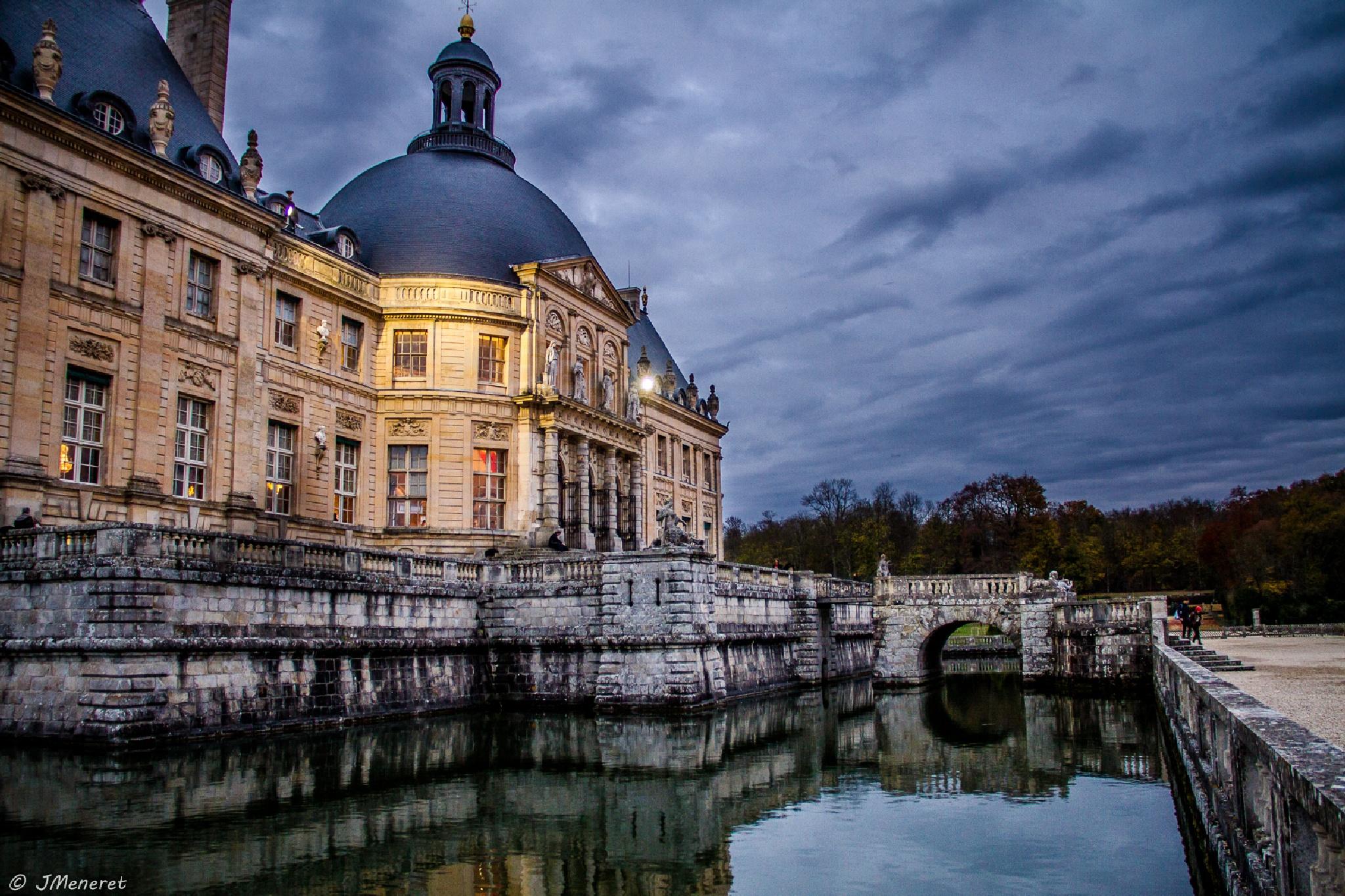 Fin de Journée au Château de Vaux Le Vicomte  by Julien Meneret