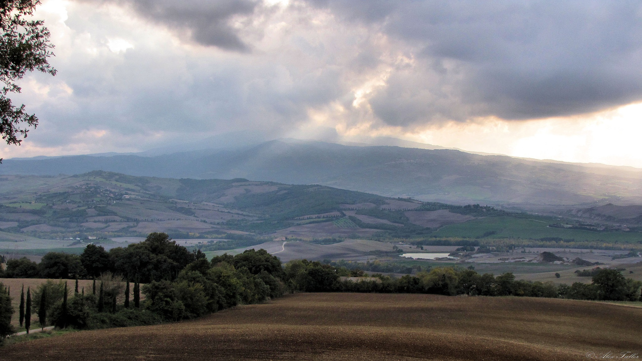 A view of Val d'Orcia from La Foce by +Alex Taller