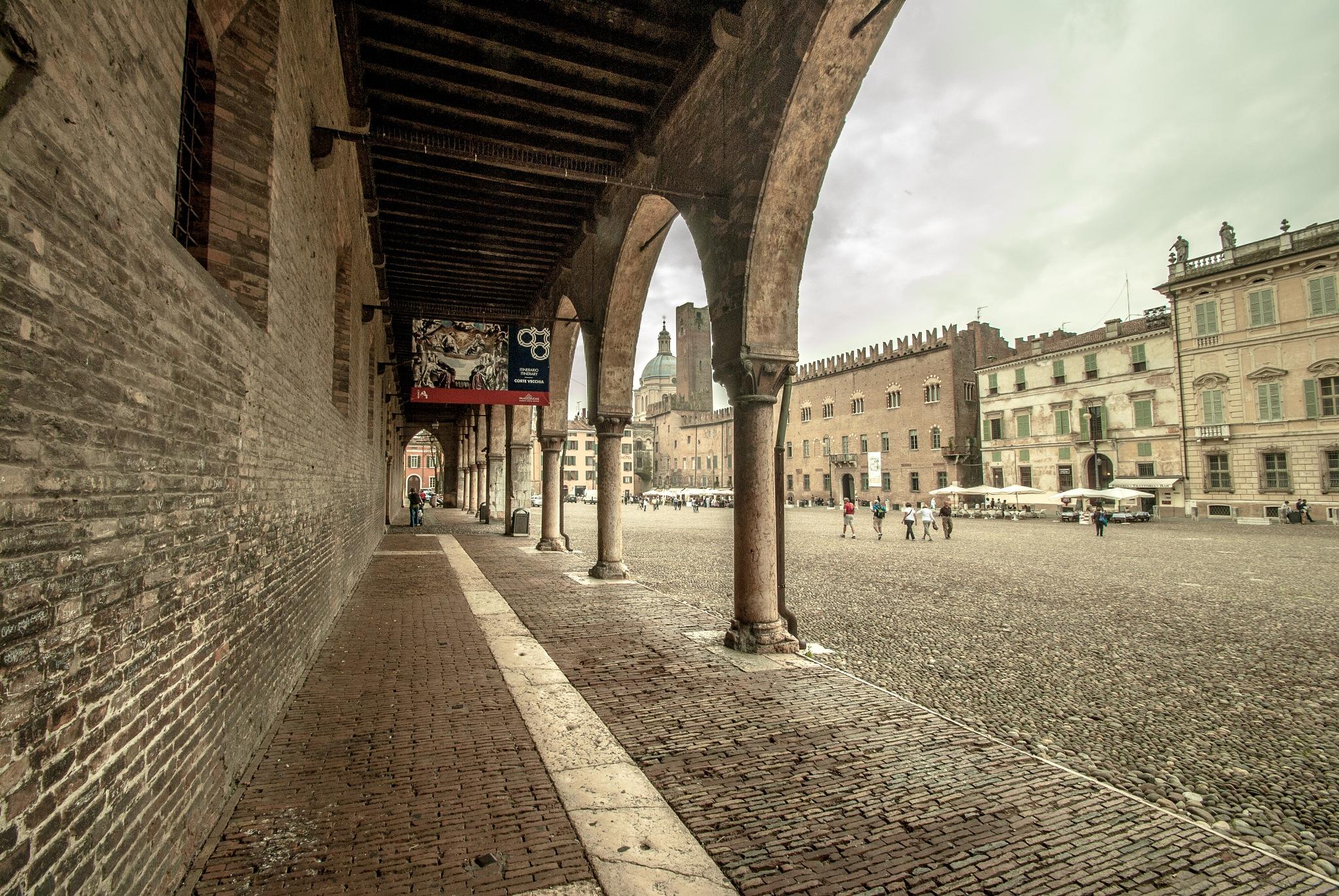 Piazza Sordello by Alberto Monesi